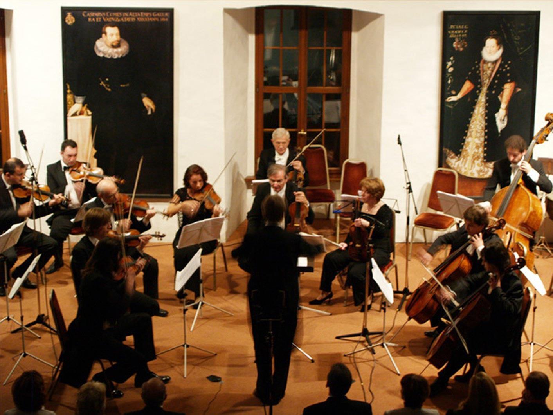 Das Kammerorchester Arpeggione musiziert im Rittersaal des Hohenemser Renaissancepalastes.