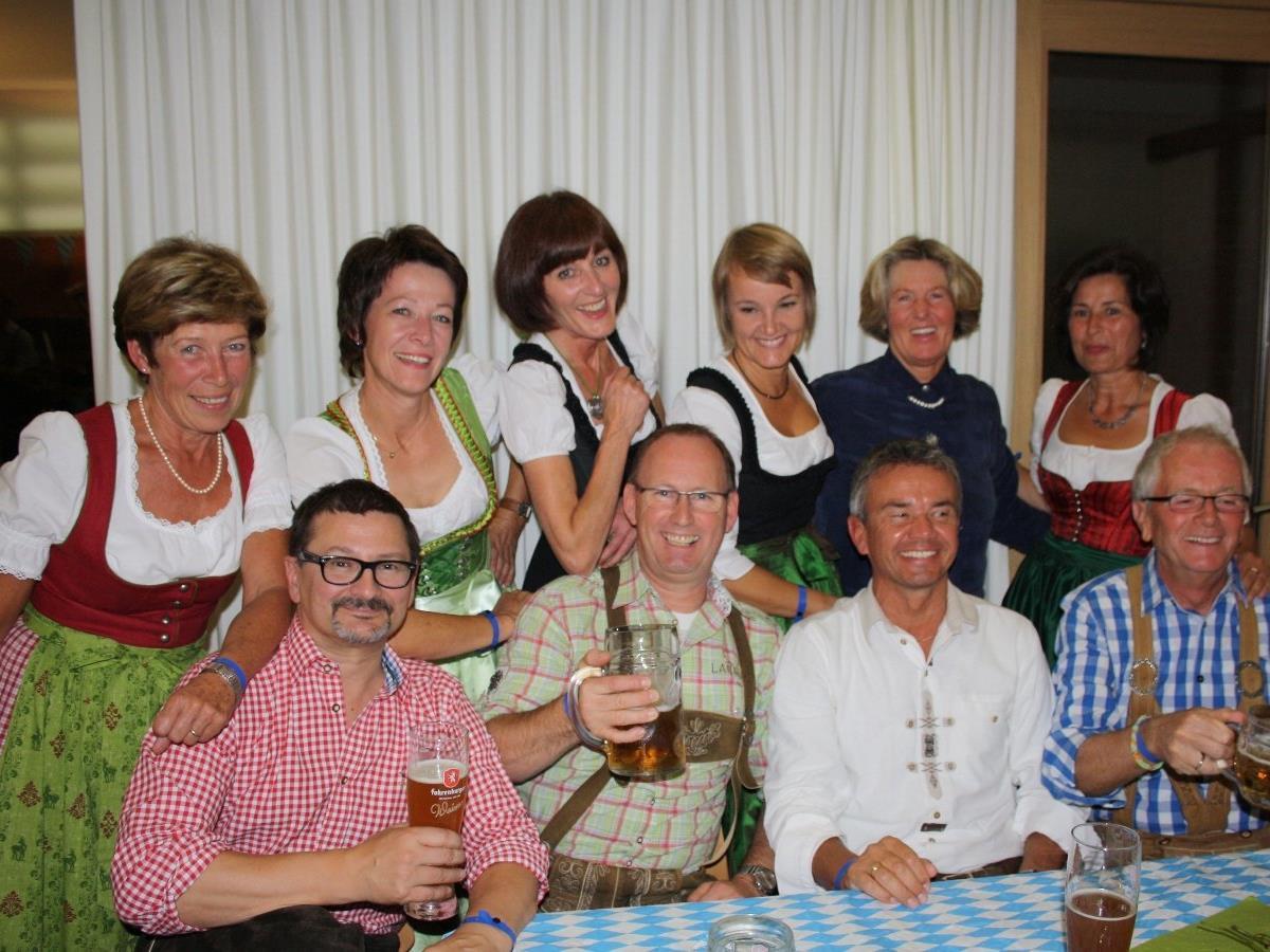 """Beim Lochauer """"Bierblosn-Oktoberfest"""" sind gute Unterhaltung und beste Stimmung garantiert."""