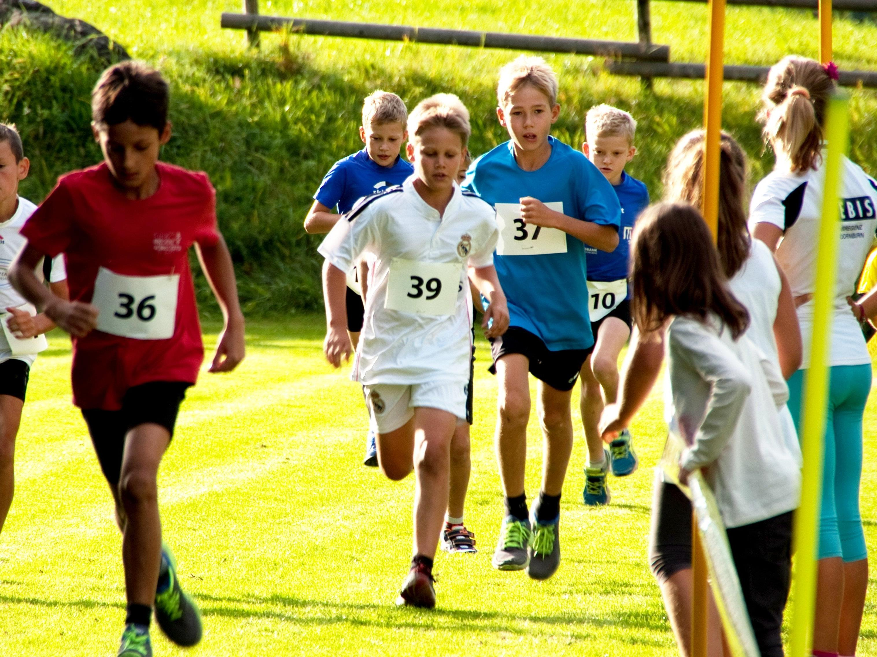Kräfte mobilisieren heißt es auch für die Kids beim Bucher Dorflauf.
