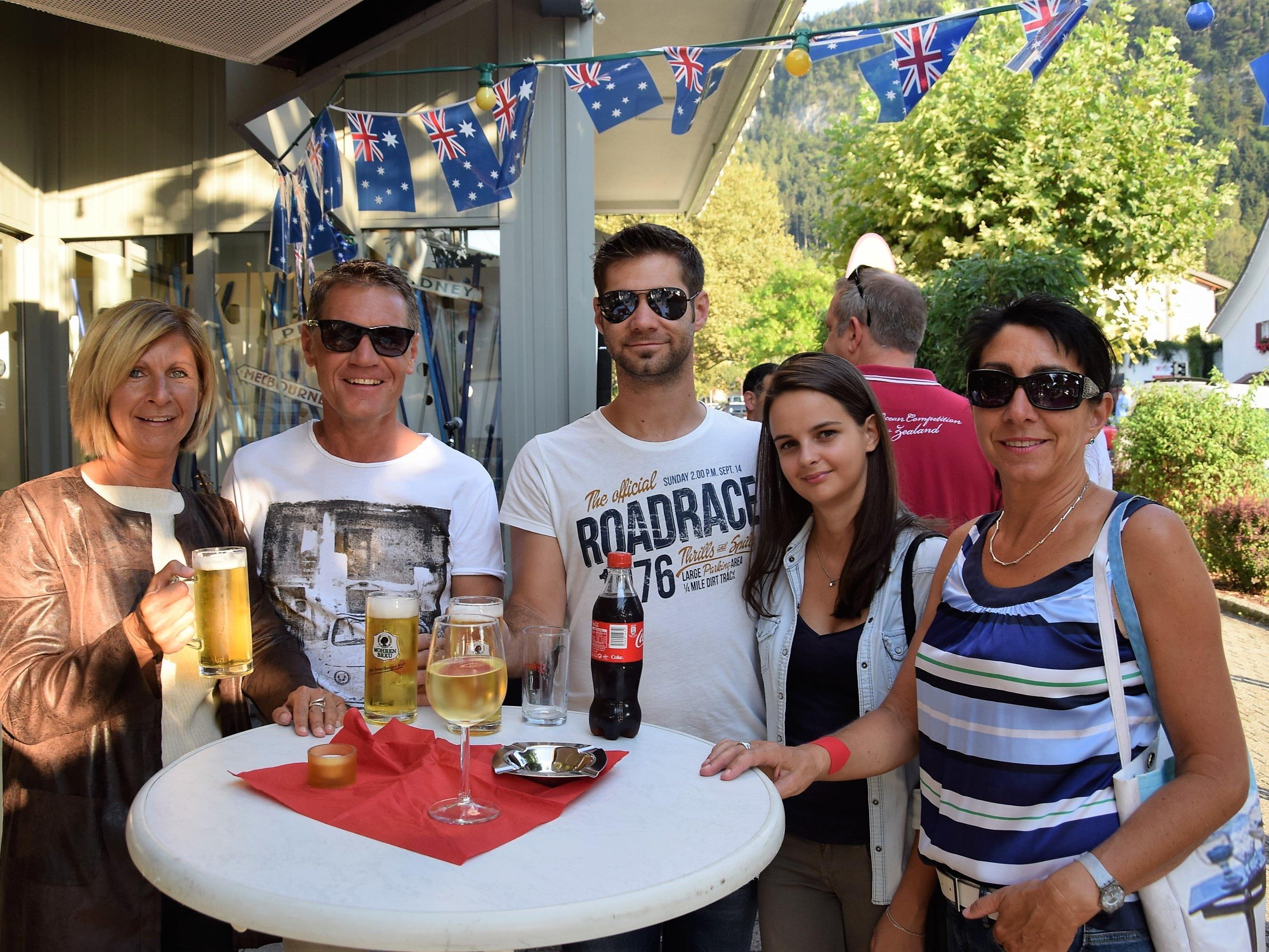 Unter den Besuchern der Götzner Modenacht: v.l. Sabine, Thomas, Clemens, Juliana & Karin