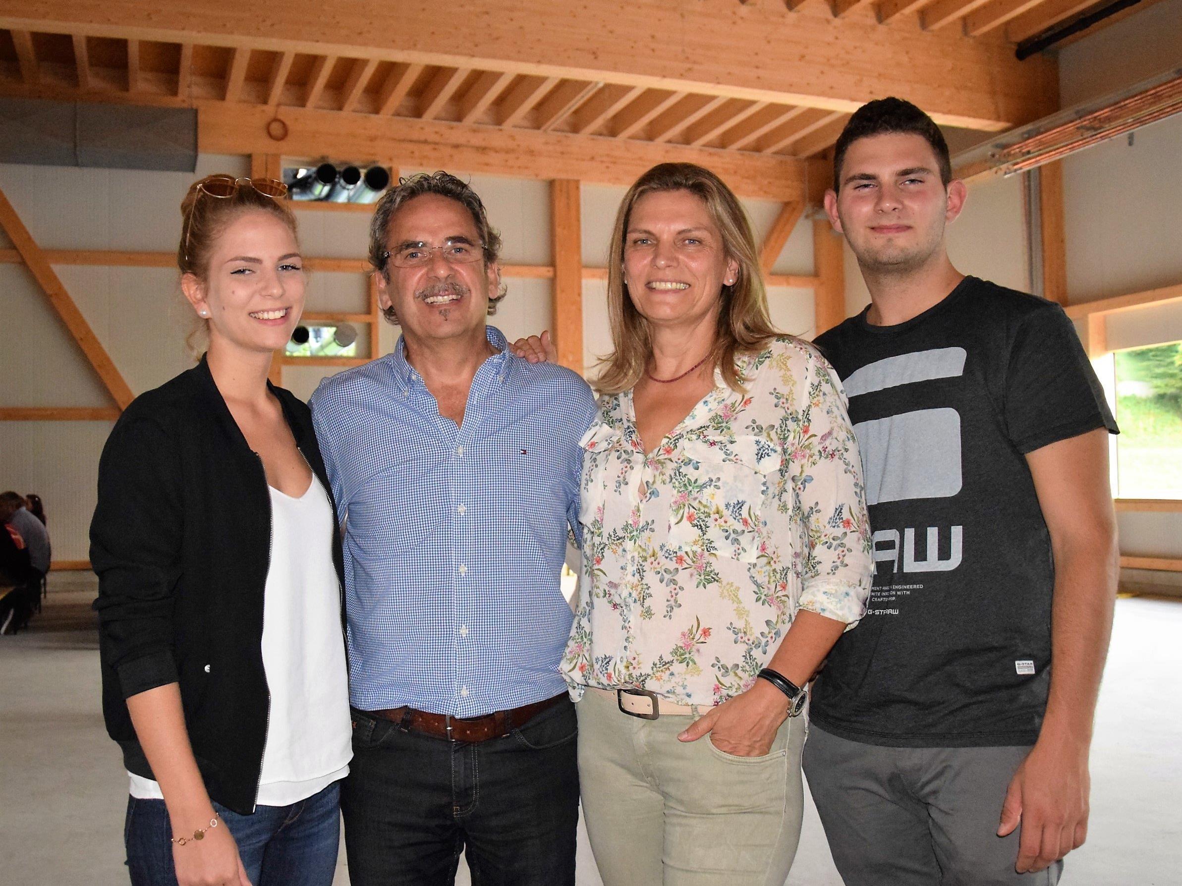 Familie Längle freut sich auf die neue Werkstatt am Hopbach: v.l.n.r. Katharina, Armin, Gabi & Michael Längle