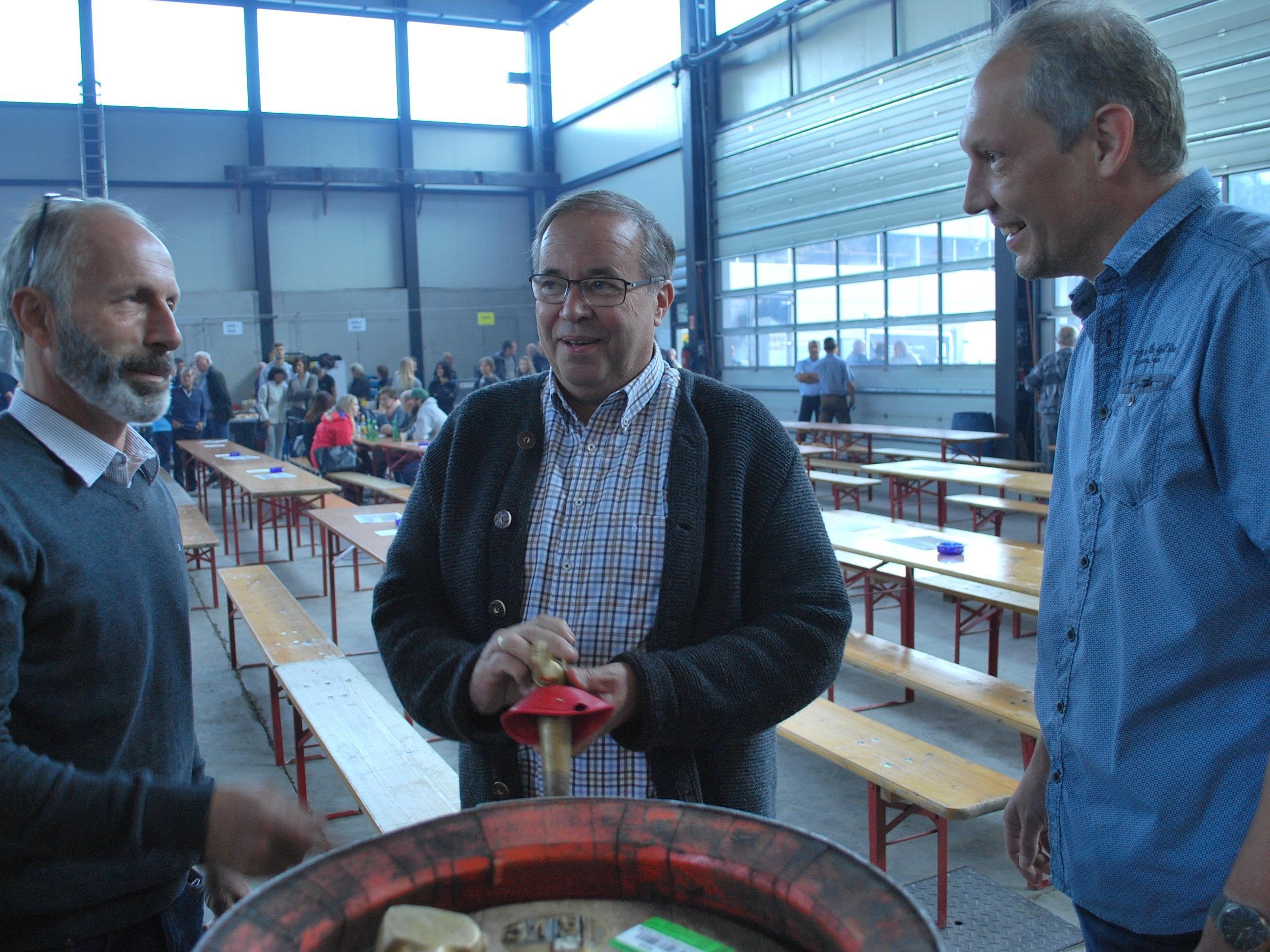 Beim Frühschoppen vor dem Fassanstich: Hans-Jörg Winsauer, Walter Pfanner, Bernd Winsauer (vl)
