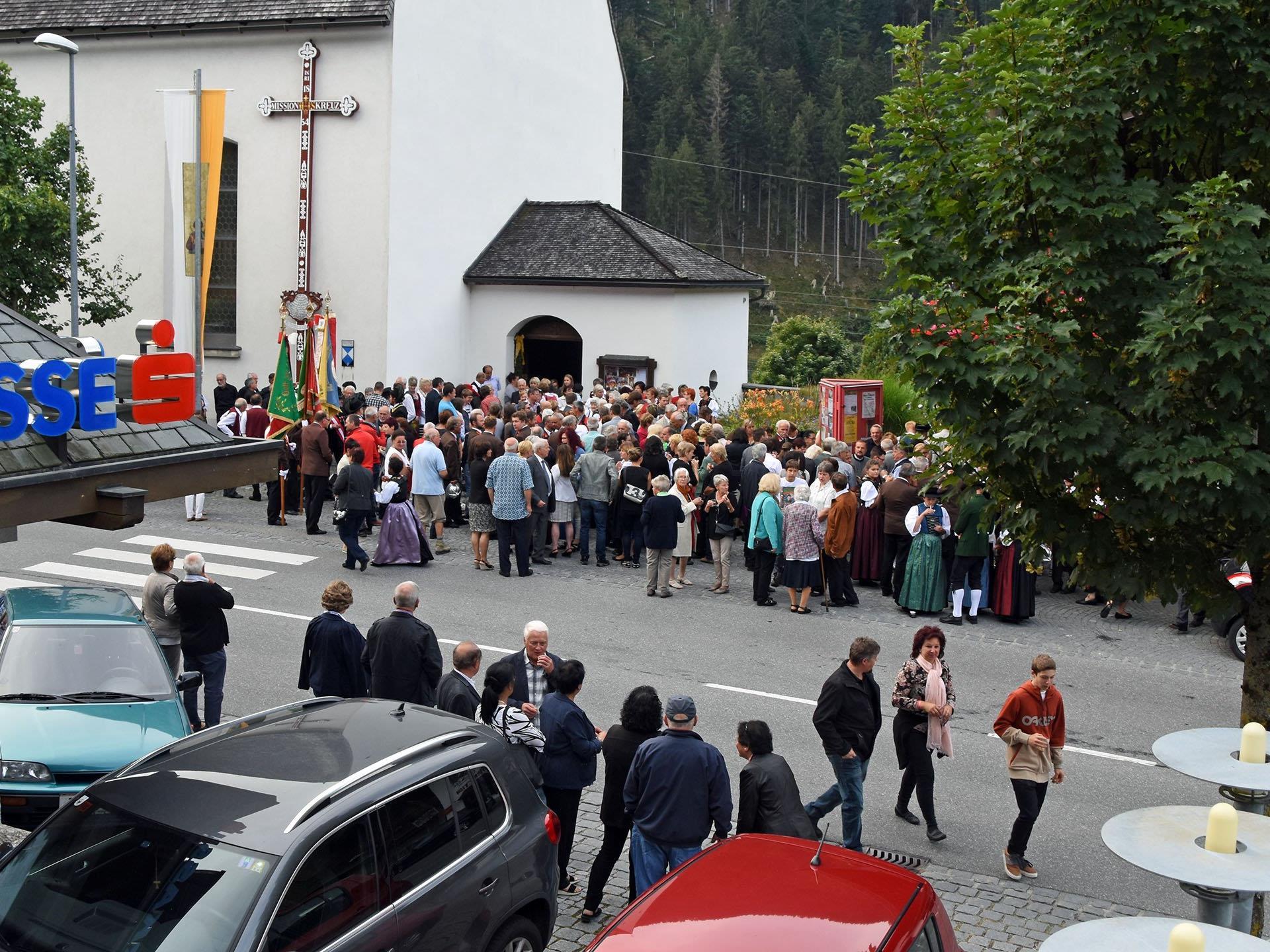 Großen Andrang bei der Pfarrkirche St. Gallenkirch gab es vor Kurzem beim Priesterwechsel.