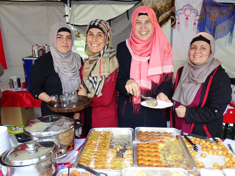 """Der türkische Kulturverein """"ATIB"""" wartete mit köstlichen türkischen Spezialitäten auf."""