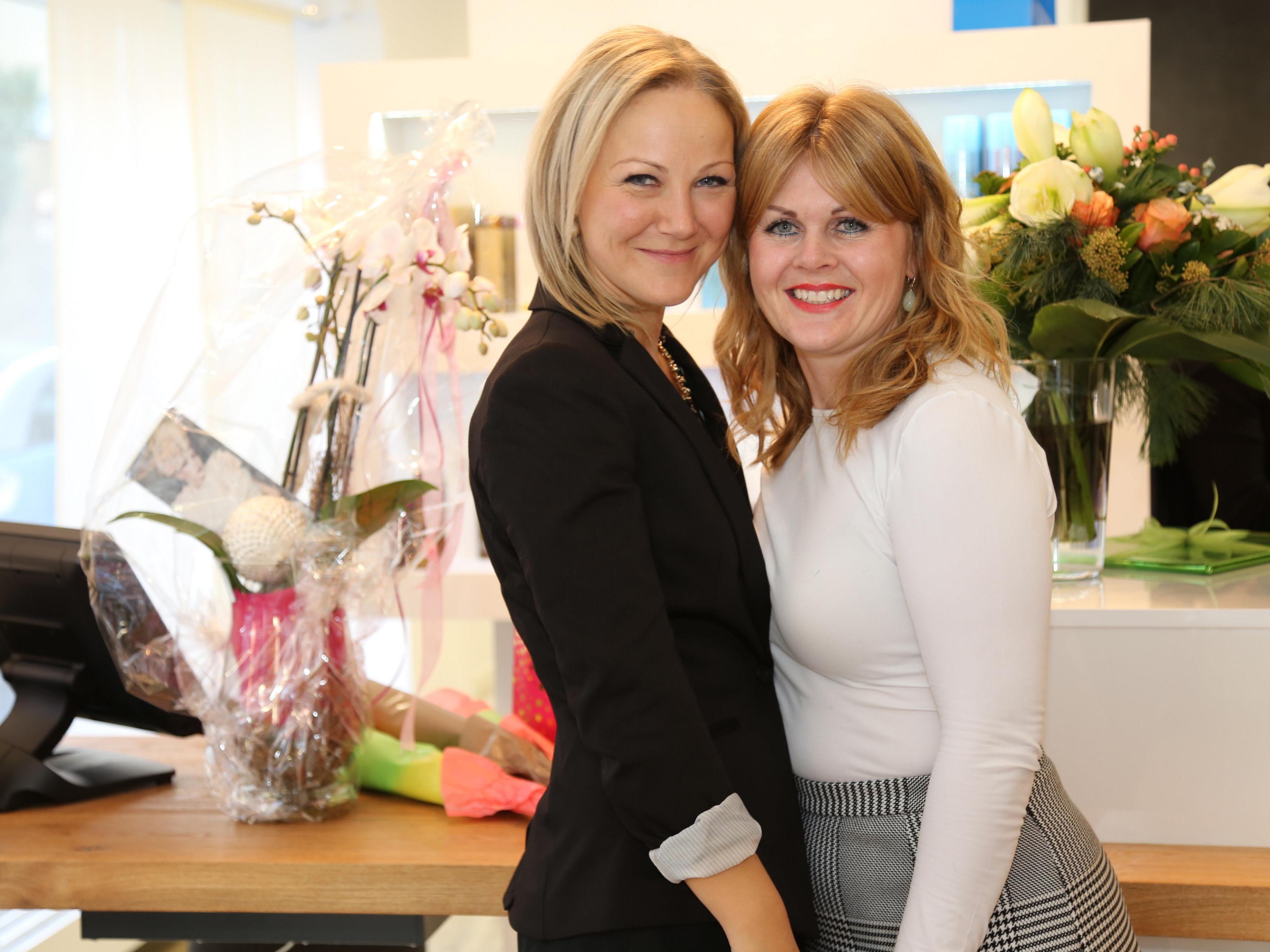 Tanja Dolovic mit Geschäftsführerin Manuela Mayr