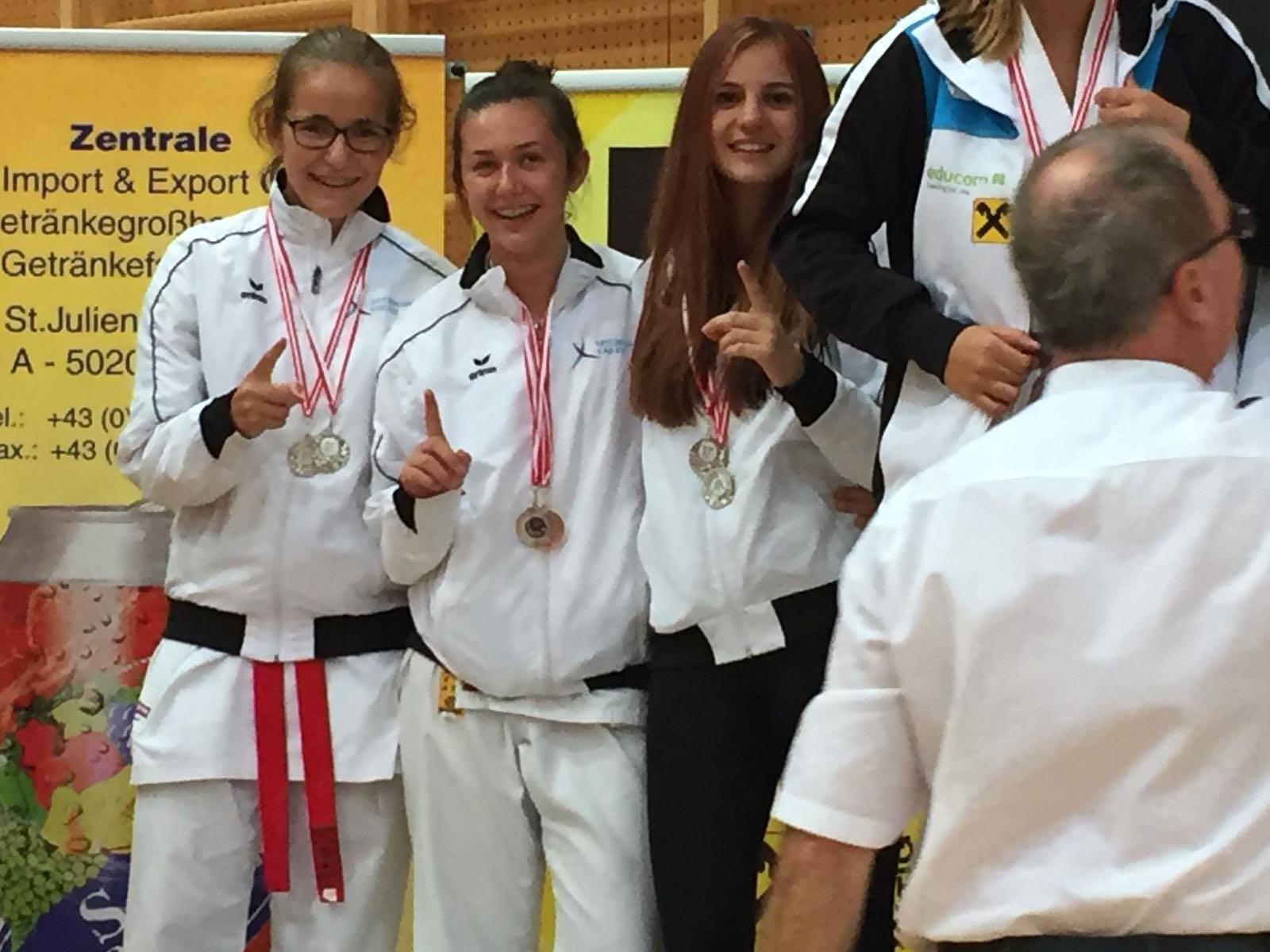 2. Rang Kumite Team, Sara Savic - ganz links