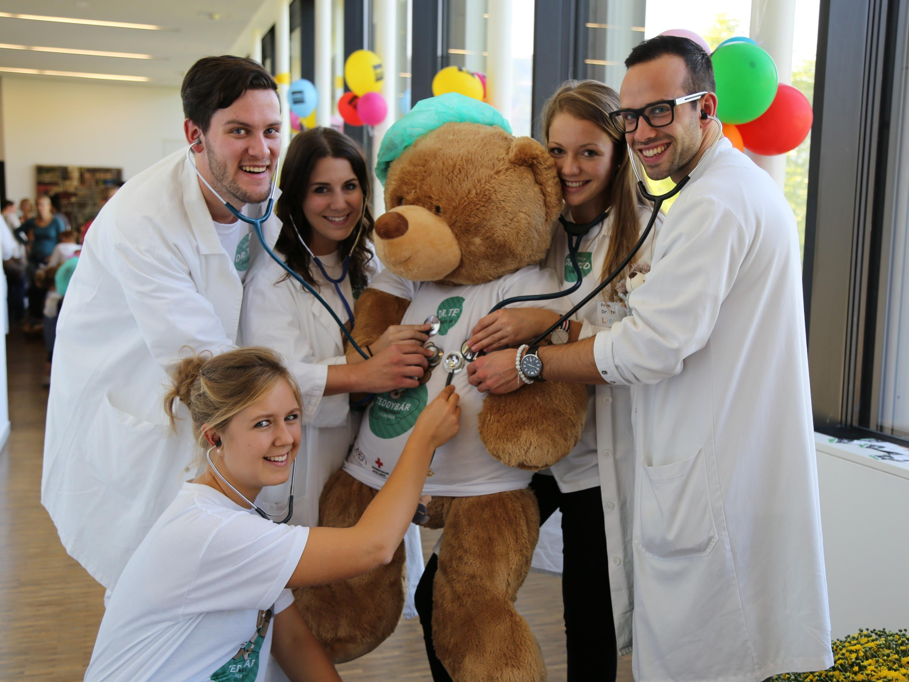 Das sechsköpfige Team brachte erstmals das Teddybärenkrankenhaus nach Vorarlberg.