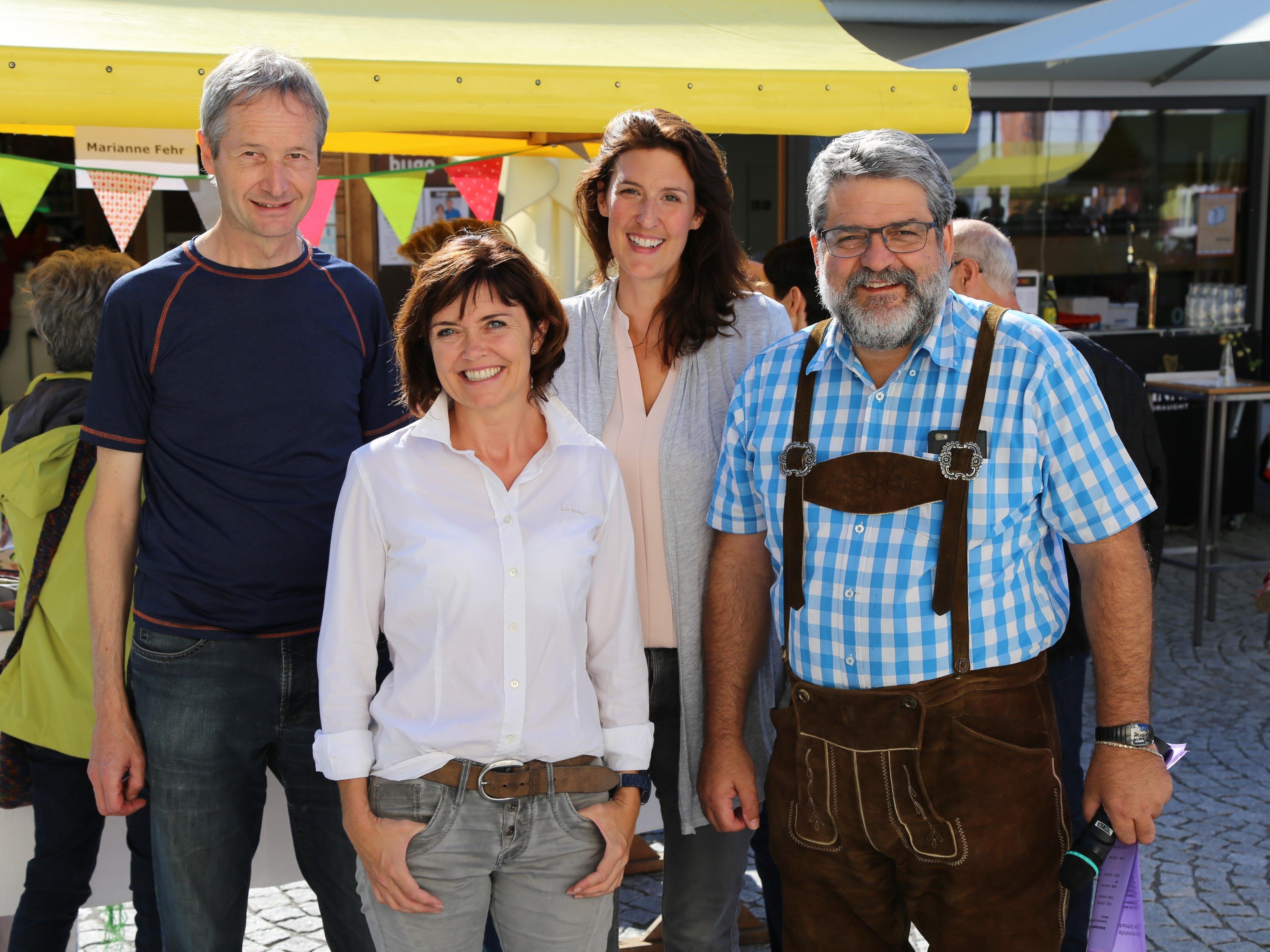 Richard Sonderegger, Marianne Fehr, Kerstin Gabriel und Dorfmarkt-Moderator (v. l.) freuten sich über das positive Feedback.