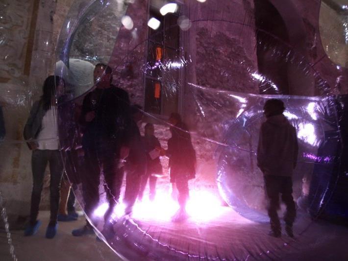 Was Licht und Kegelformen in Kombination alles zu bieten haben durften alle Besucher der Ausstellungseröffnung hautnah erfahren.