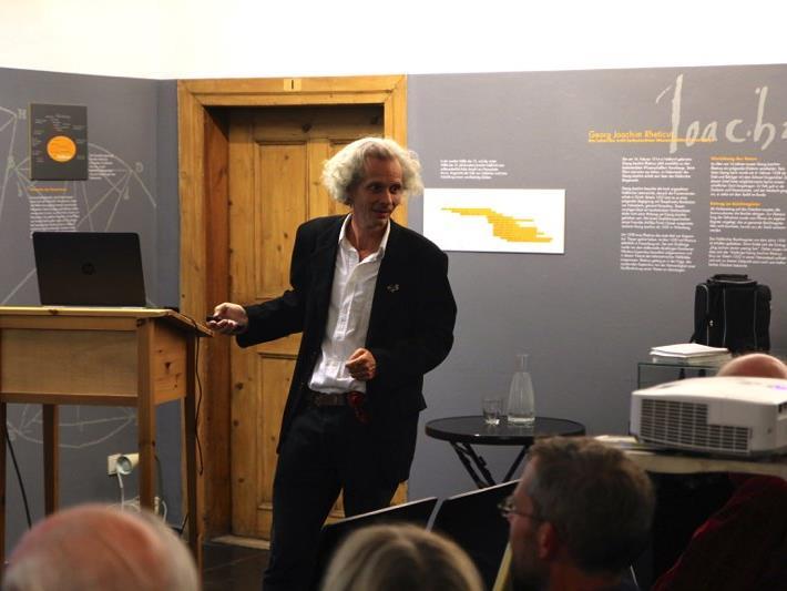 Der Wiener Zoologe Michael Stocker hielt einen interessanten Vortrag über Wildtiere im Palais Liechtenstein.
