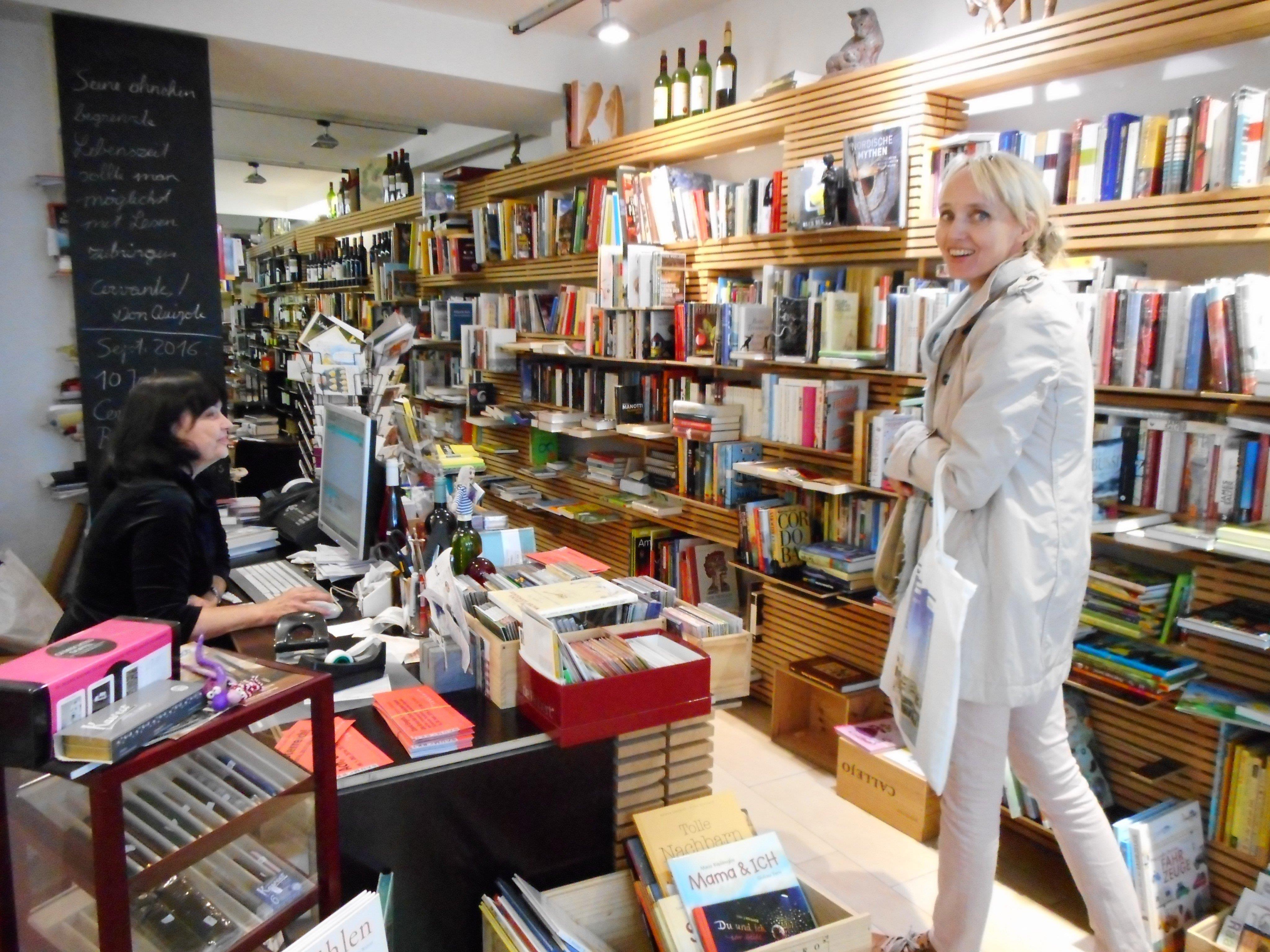Im Buch- und Weinladen