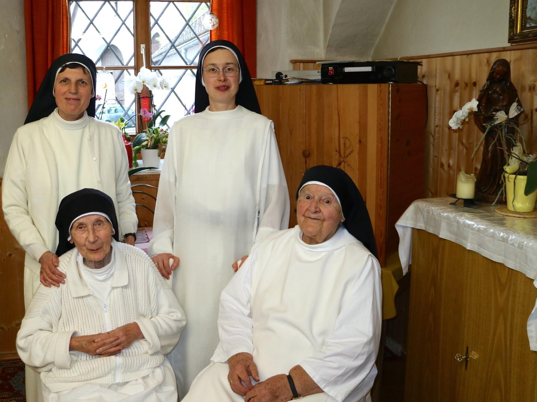 Die kleine Gemeinschaft auf den Spuren des hl. Dominikus: Priorin Sr. Andrea Rusch, Sr. Agata Teresa Wierdak, Sr. Immaculata Hochstrasser und Sr. Dominika Heinzle.