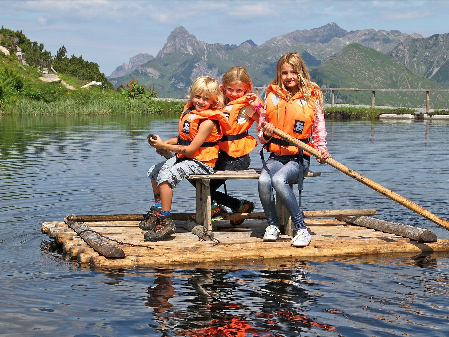 Bei den Vorarlberger Seilbahnen gibt es auch im Sommer viel zu erleben, zum Beispiel im Bärenland am Sonnenkopf.