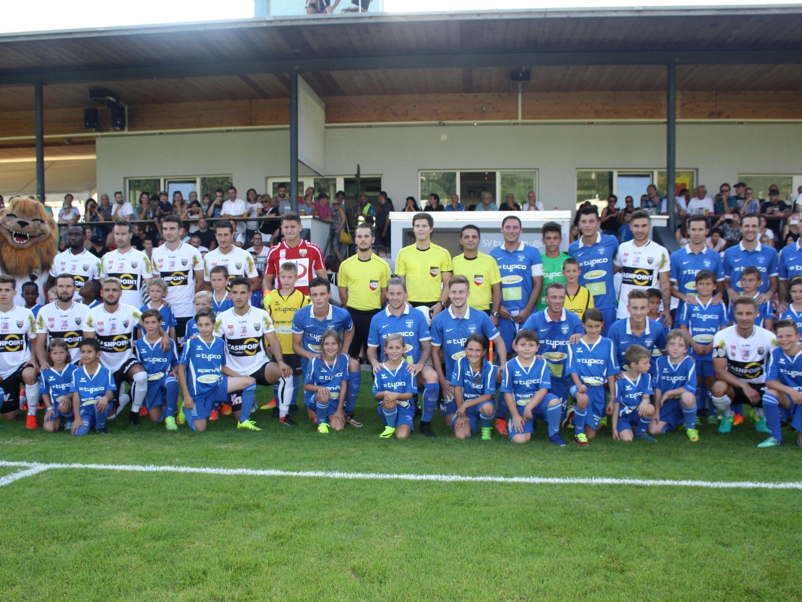 Fußball-Highlight in Lochau: SCR CASHPOINT Altach kam zu einem Benefizspiel gegen den SV TYPICO Lochau in die Bodenseegemeinde.