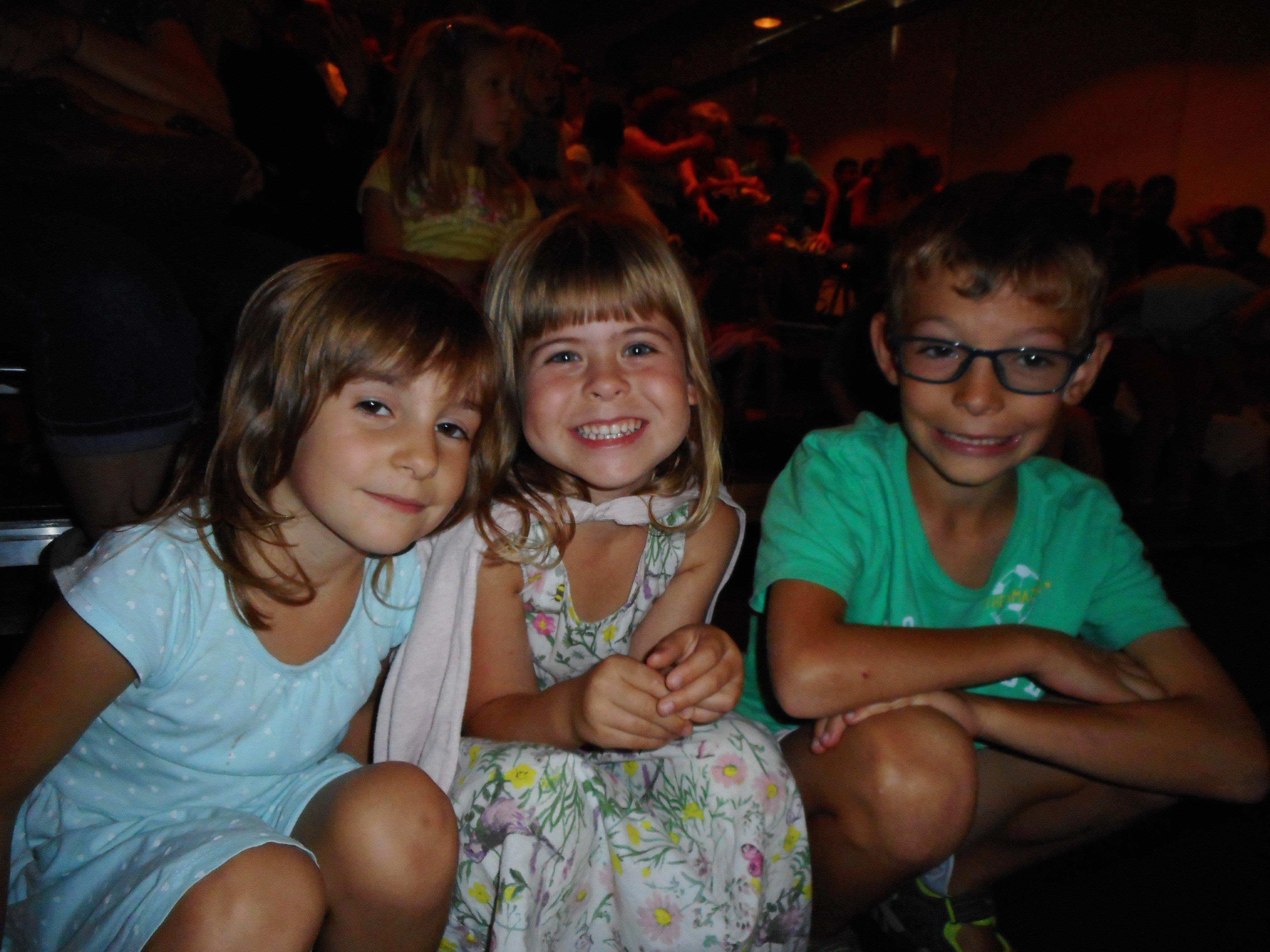 Magali, Paula und Theo freuten sich über den Besuch und die mitreißende Vorstellung.