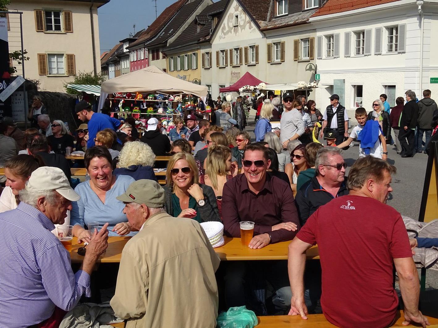 Der Emser Markt ist alljährlich das größte Volksfest in der Nibelungenstadt.