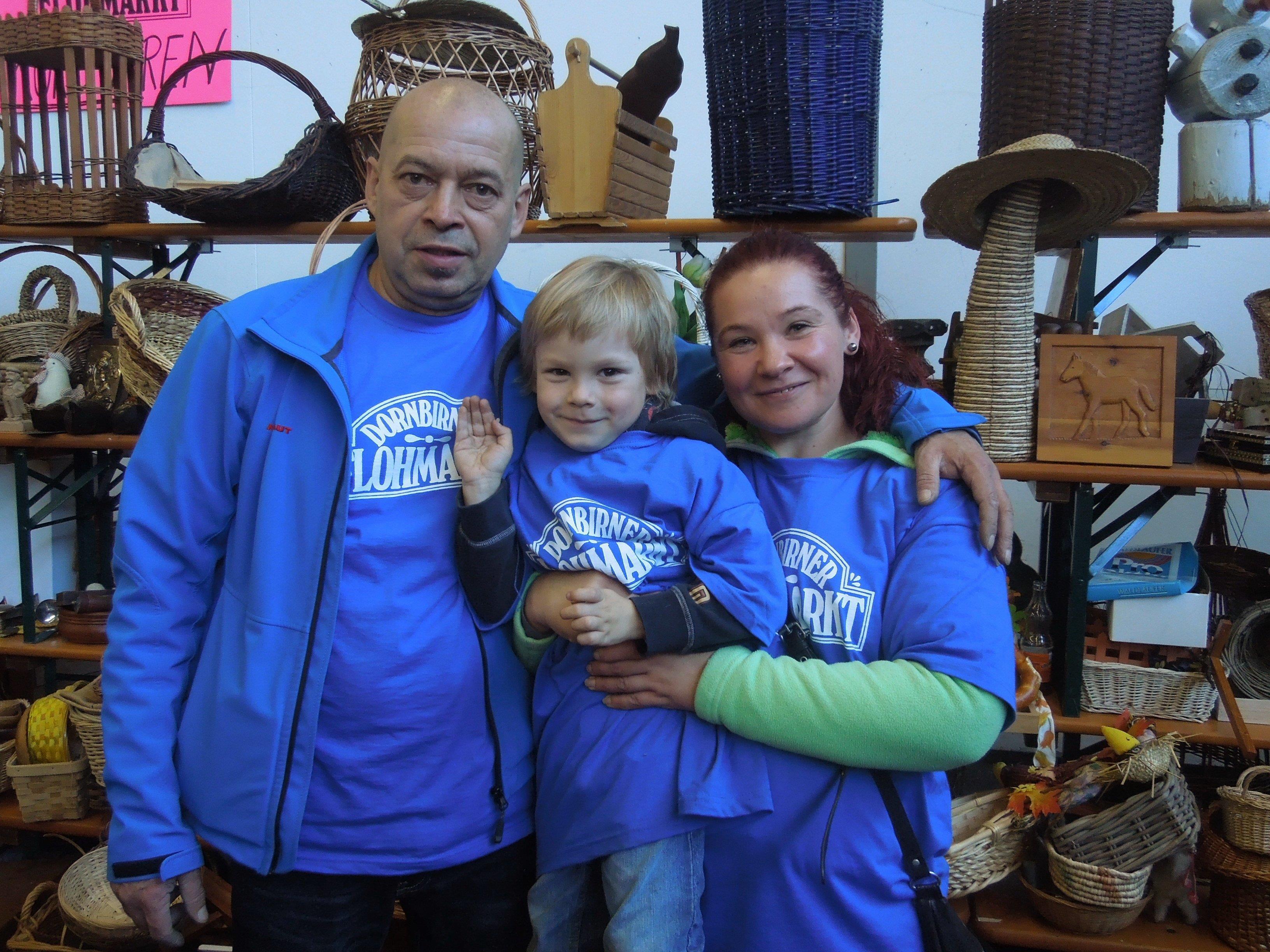 Jung und Alt sind für den Dornbirner Flohmarkt wieder im Einsatz und freuen sich über Unterstützung in Form von schönen Sachspenden.