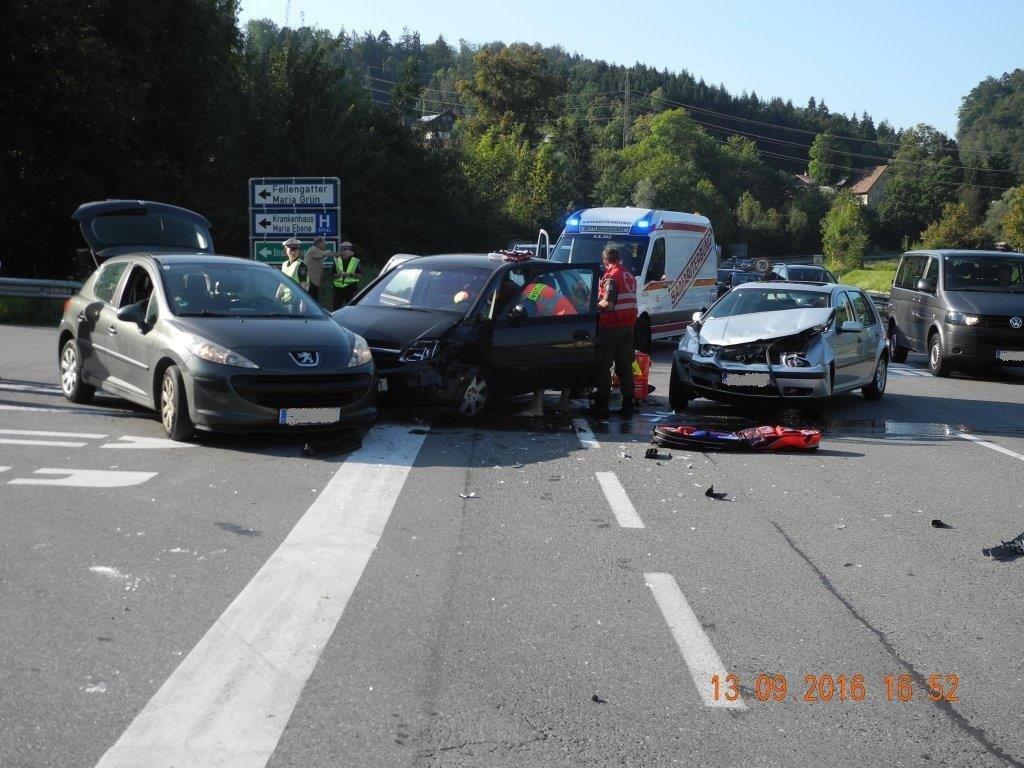 Bei dem Unfall auf der L190 wurde eine 43-Jährige verletzt und ins Krankenhaus eingeliefert.