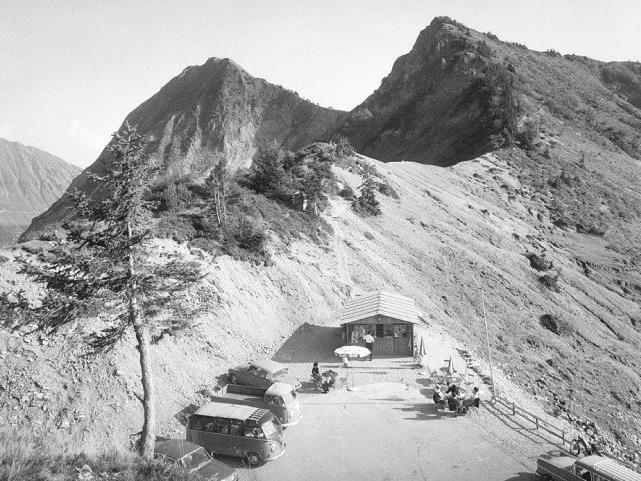 Schutzhütte Furkapass 1761. Blick auf Seraspitze Vorarlberg: [Furkajoch mit Pfrondhorn und Furkakopf]