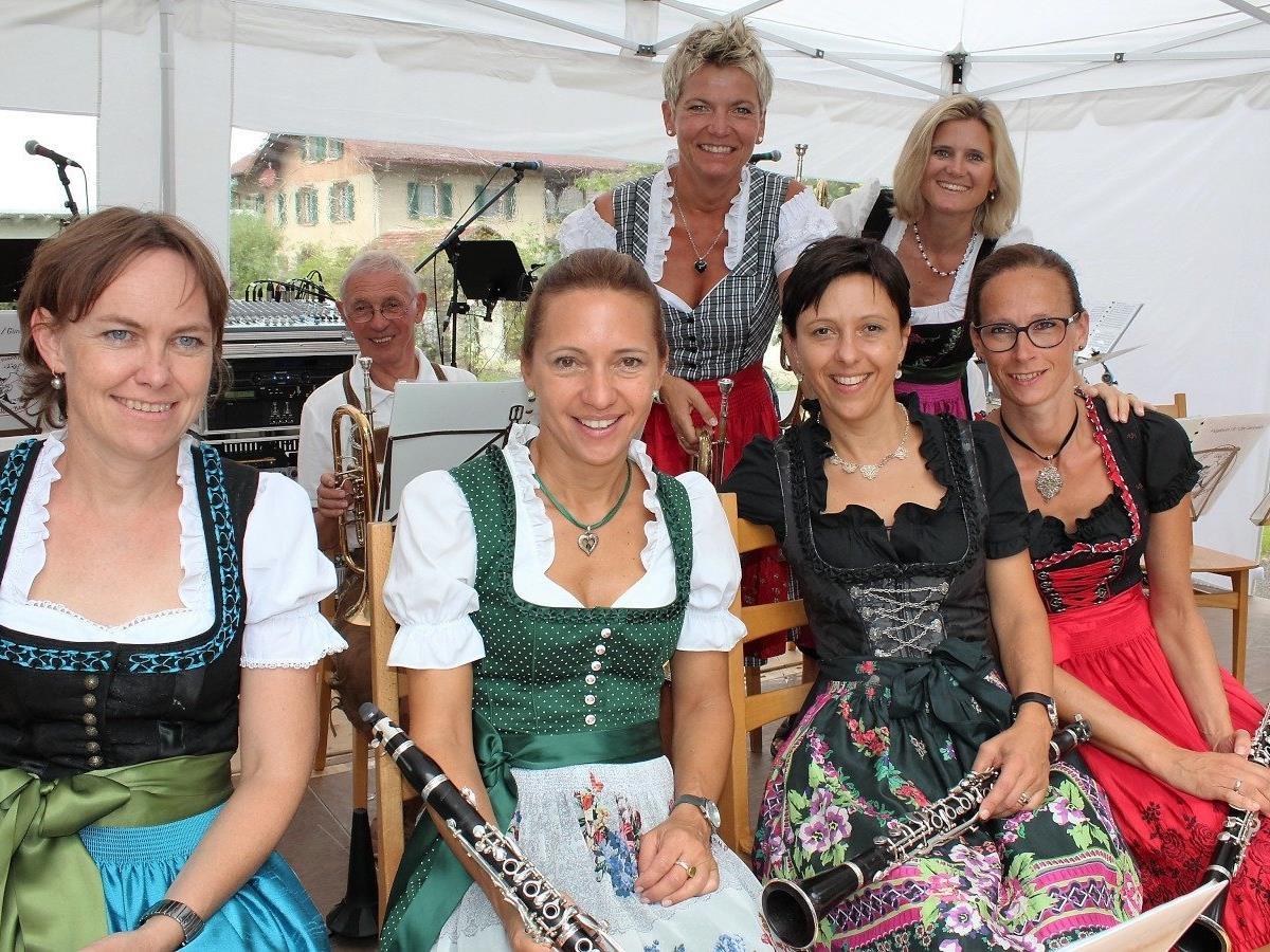 "Musikantinnen der ""Chacha Band""."