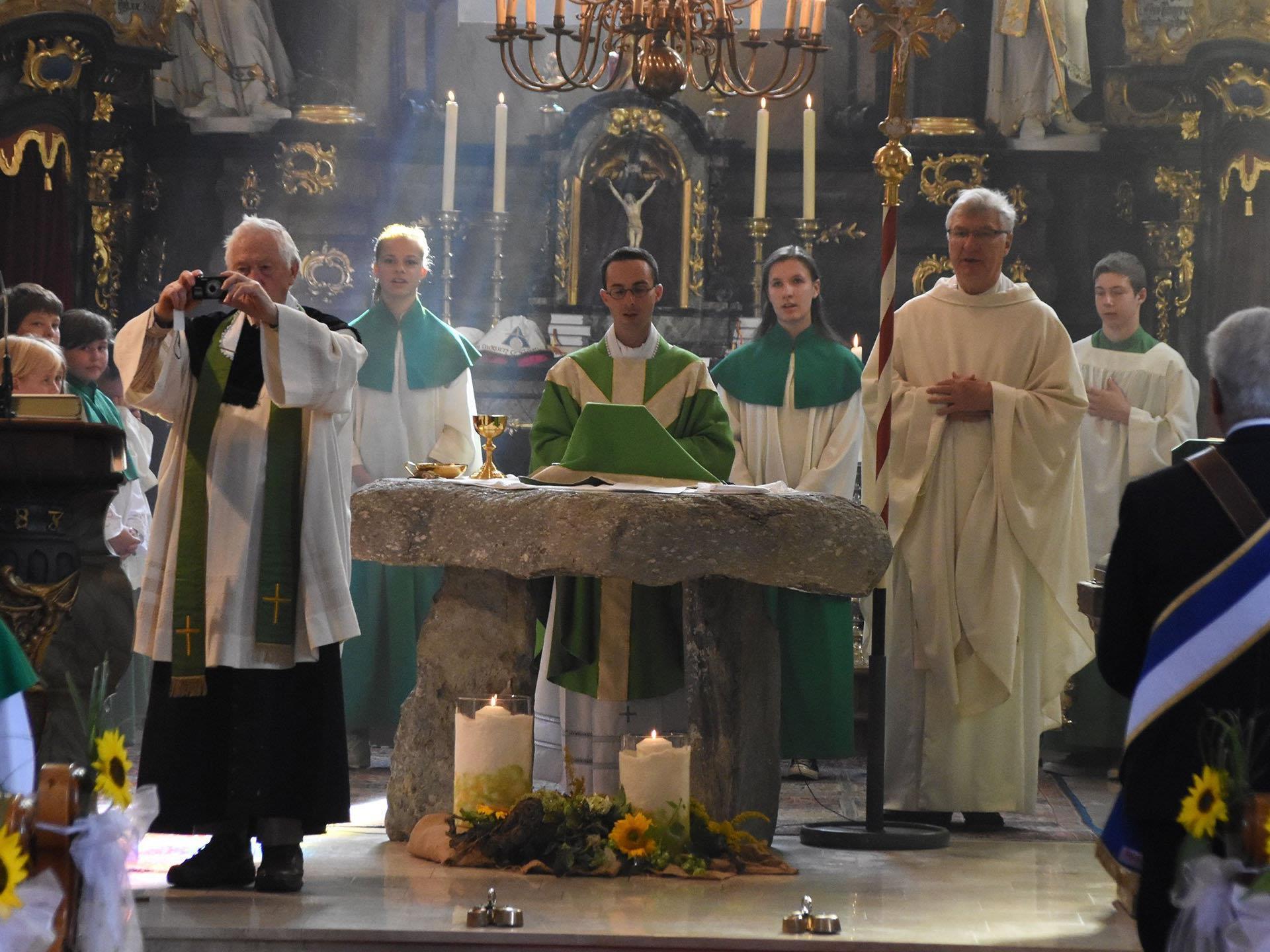 Der Sonntagsgottesdienst in der Pfarre St. Gallus in St. Gallenkirch stand ganz im Zeichen des Priesterwechsels.