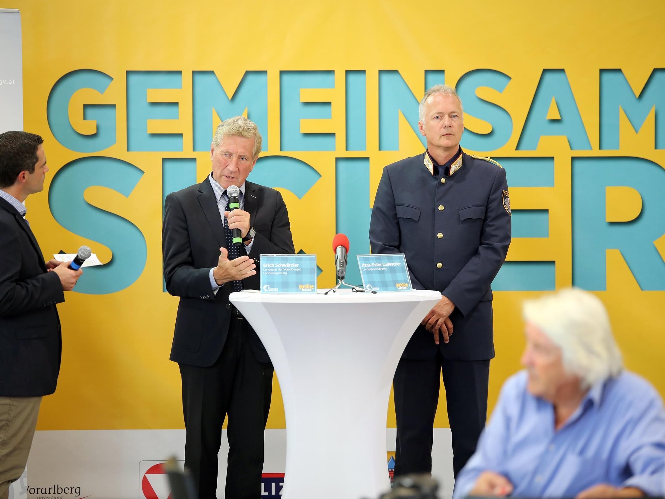 Sicherheitslandesrat Erich Schwärzler und Landespolizeidirektor Hans-Peter Ludescher bei der Pressekonferenz der Herbstmesse
