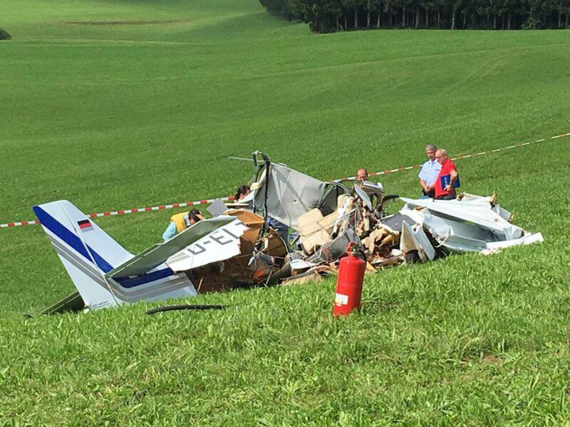 Experten des Bundesstelle für Flugunfalluntersuchung versuchten, an dem Wrack Informationen zur Ursache des Unglücks zu erkunden