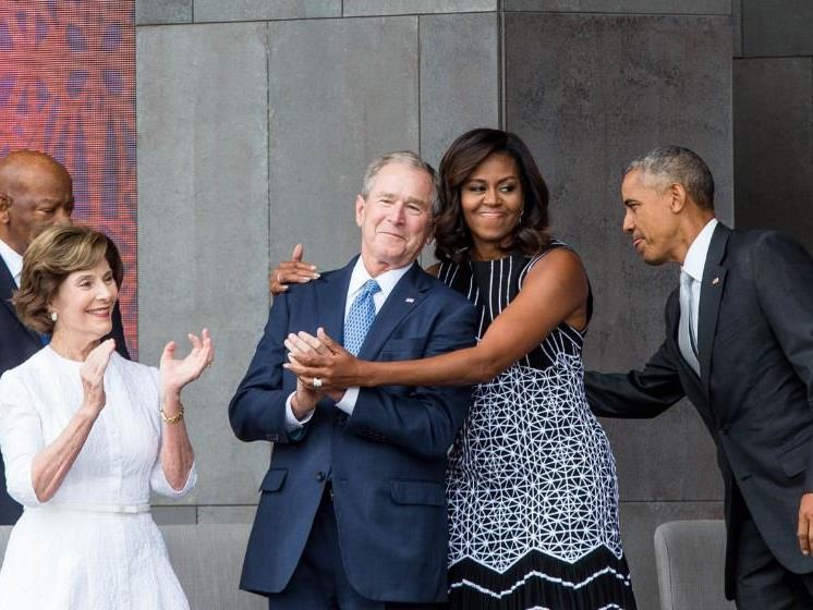 Ein Hit im Netz: Michelle Obama und George W. Bush.