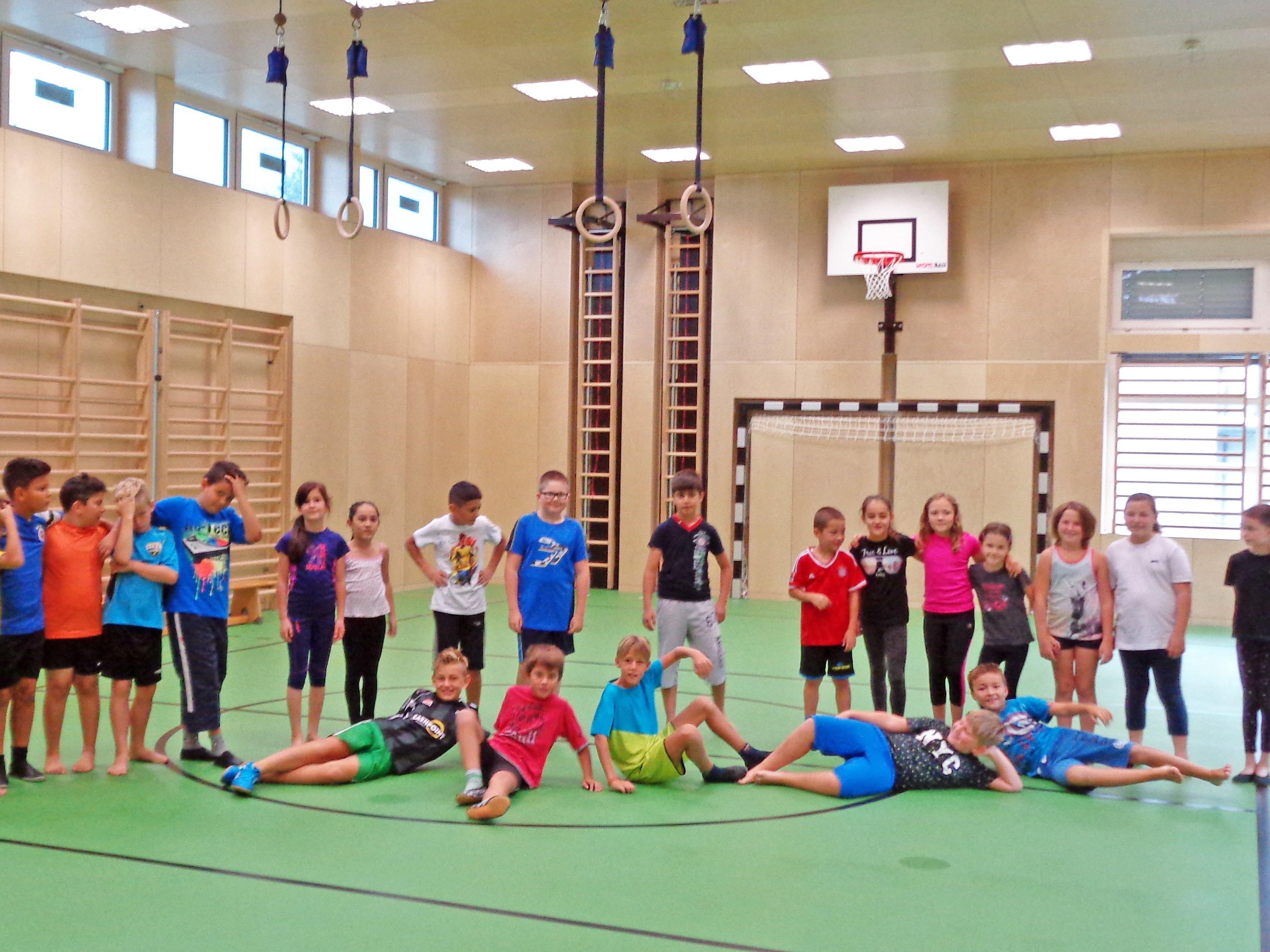 Die Schüler/innen freuen sich schon auf die Turnstunden in der neuen Halle.