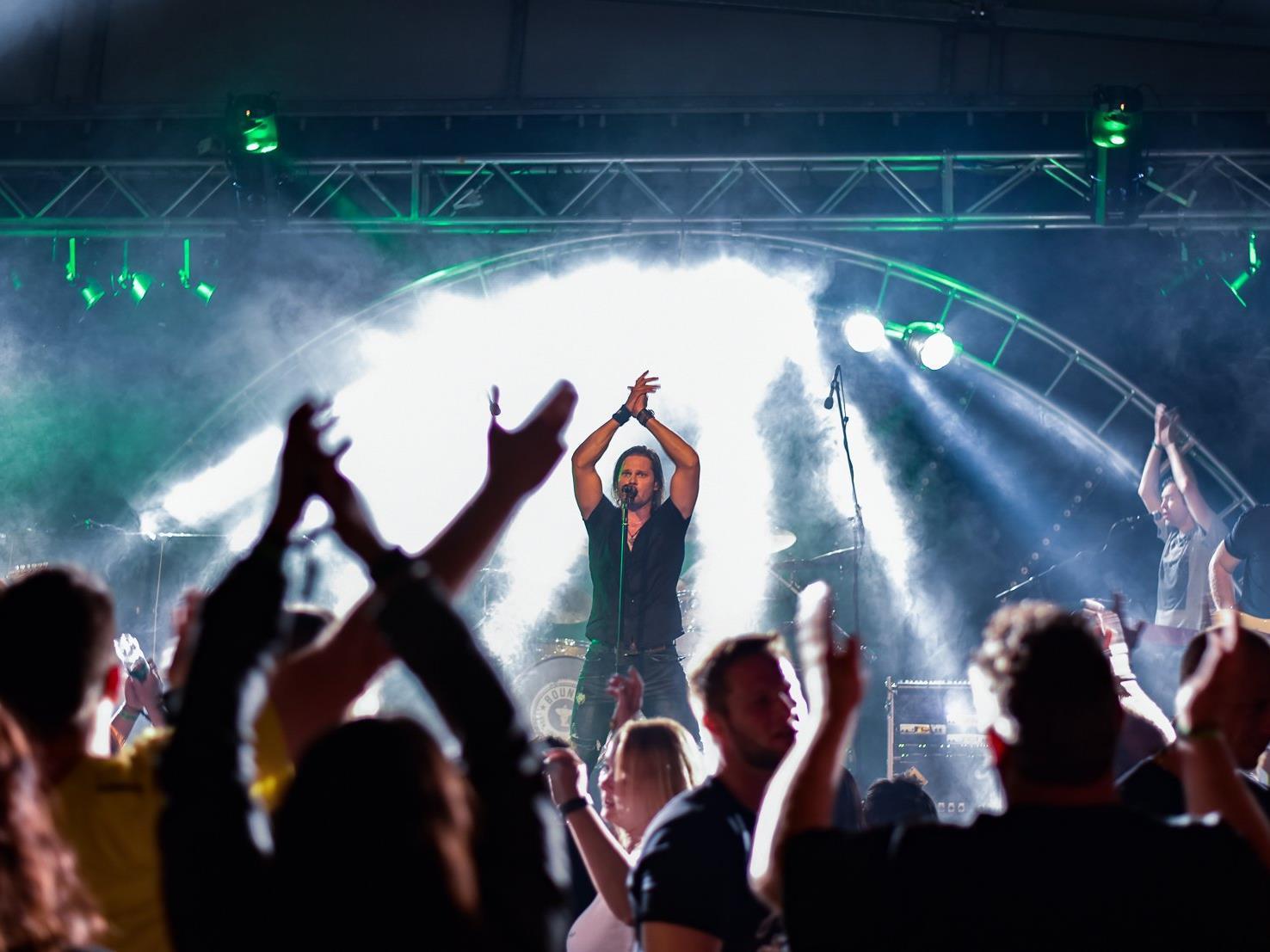 Ausgelassene Stimmung, tolle Musikunterhaltung und einen gelungenen Heiratsantrage gab es bei der zweiten Graf Anton Rocknacht in Stallehr