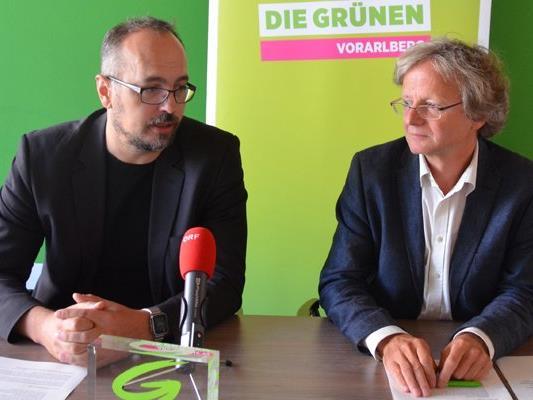 Michel Reimon (links) und Adi Gross bei der Pressekonferenz