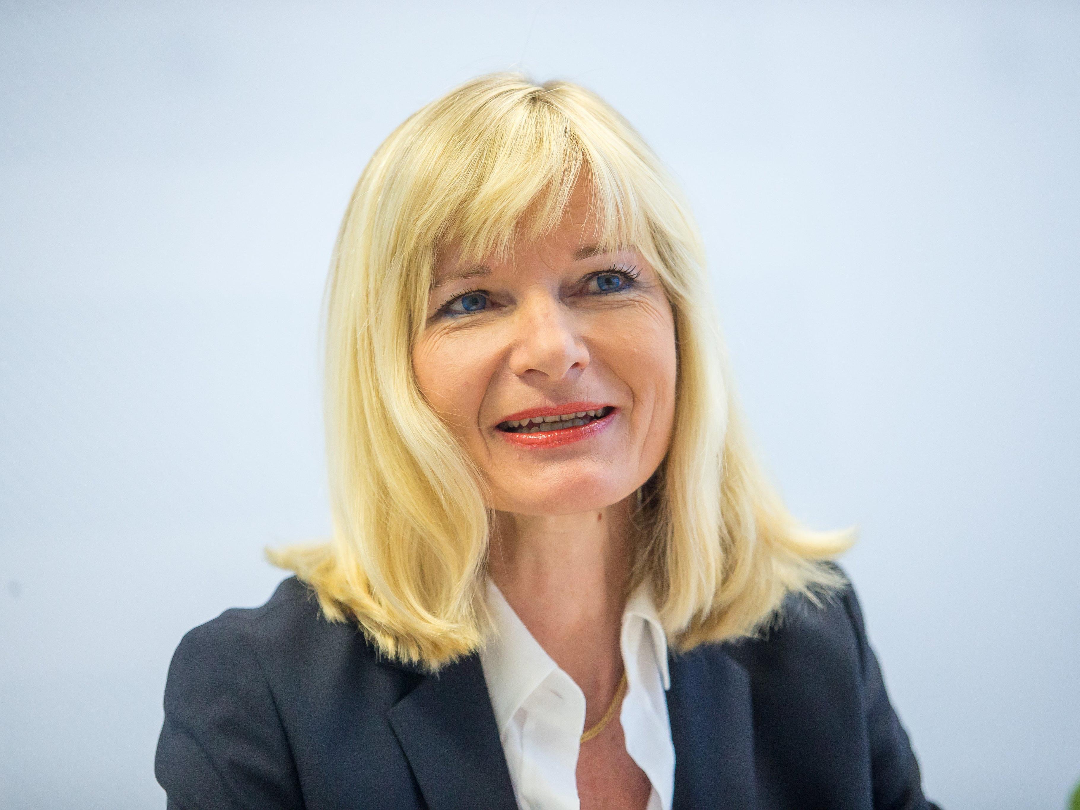 Brigitte Eggler-Bargehr kritisiert bei einer Pressekonferenz die fehlenden Ziele der gemeinsamen Baurechtsverwaltungen.