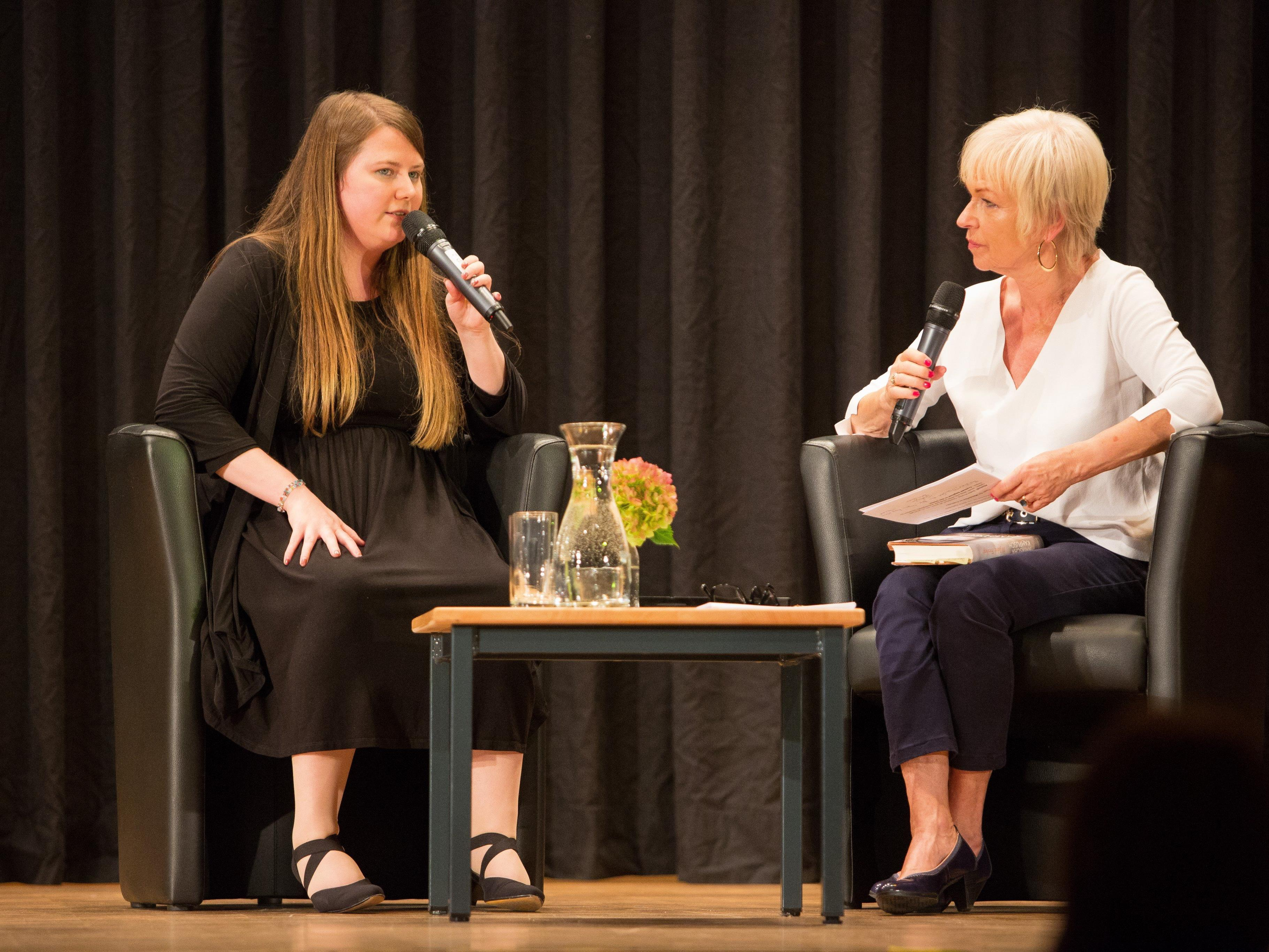 Natascha Kampusch und Dorit Wilhelm im Gespräch im Anschluss an die Lesung.