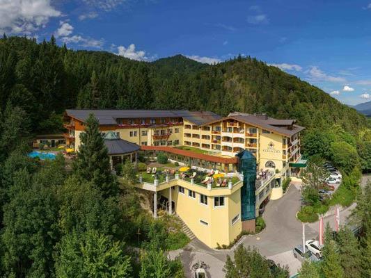 Umgeben von der Naturschönheit Tirols liegt das Hotel Panorama.