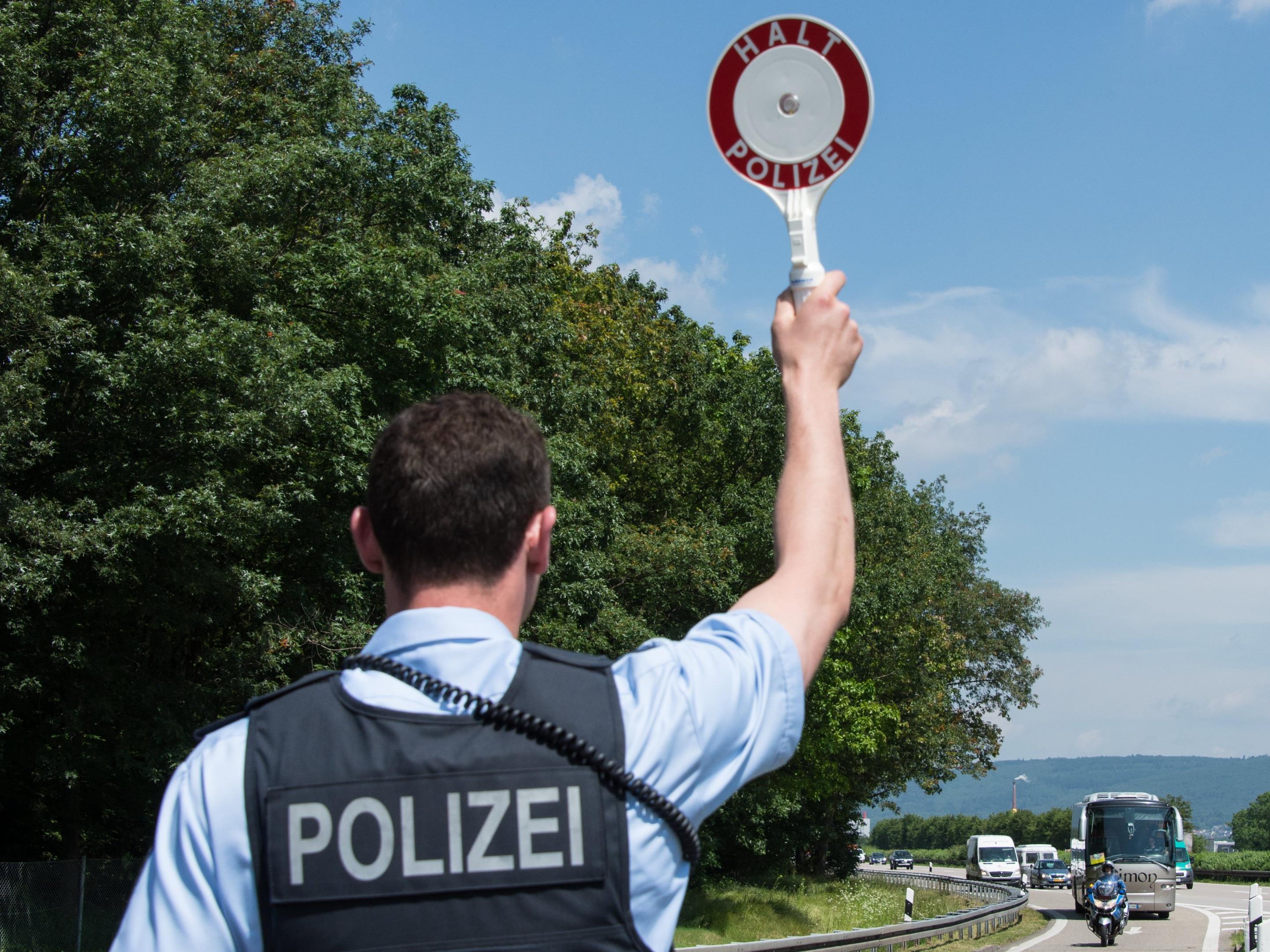 Die Bundespolizei in Lindau hat mehrere Migranten auf der A96 und im Lindauer Stadtgebiet ausgeforscht.