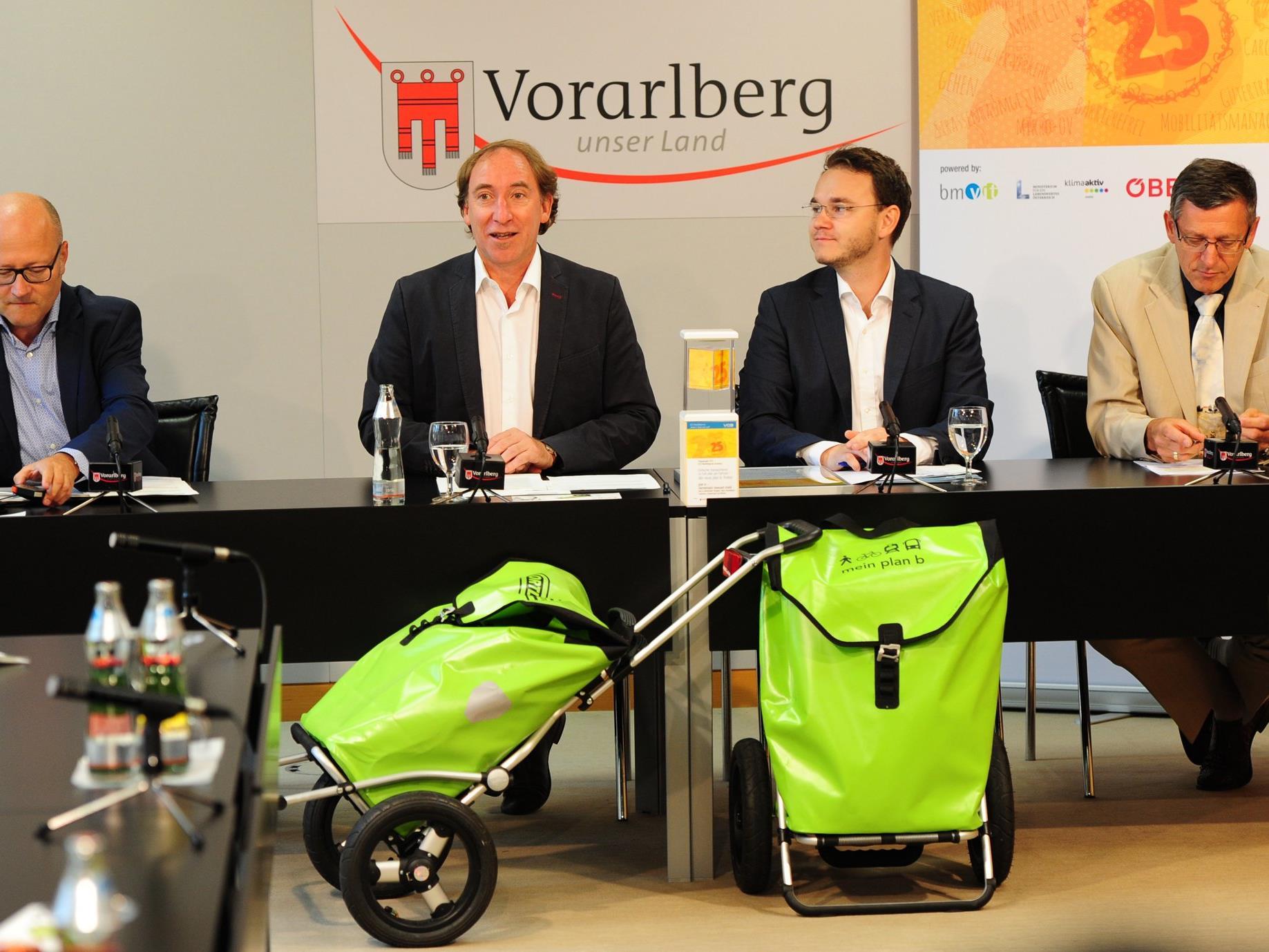 Der PlanB-Trolley hat eine Tragkraft von 50 kg. Erhältlich ist er beim ausgewählten Fahrradhandel in den planB Gemeinden zum Preis von 298 Euro. Die planB Gemeinden unterstützen ihre Bürgerinnen und Bürger beim Trolleykauf mit 100 Euro.