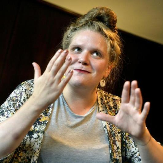 Film- und Theaterschauspielerin Stefanie Reinsperger im Interview.