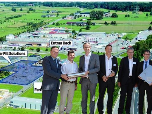Zur Grundsteinlegung des neuen Betriebsgebäudes von Rentschler Fill Solutions wurde eine Zeitkapsel im Fundament versenkt.