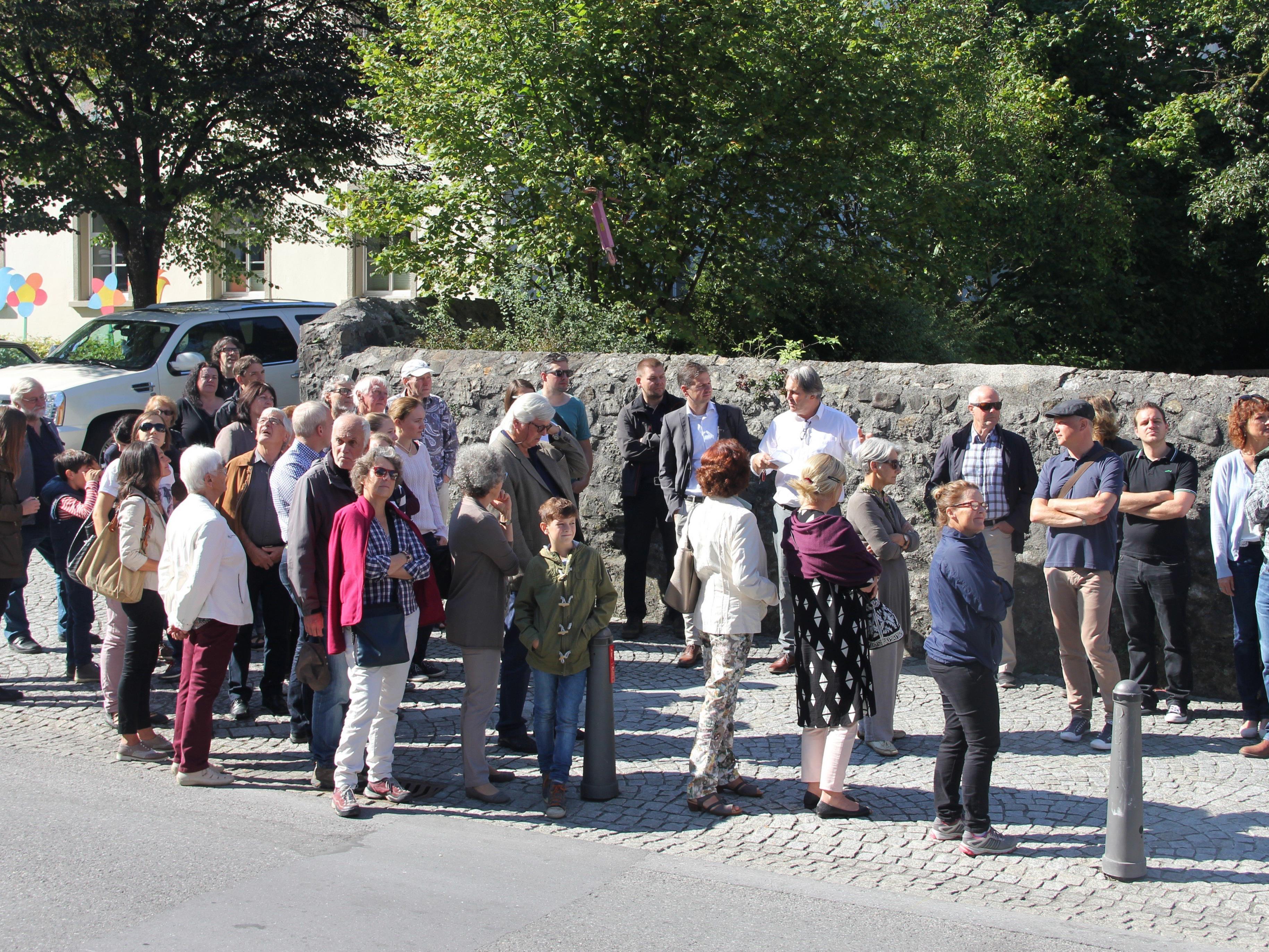 DI Thomas Kopf und DI Markus Schadenbauer-Lacha führten die Besucher/innen durch die Marktstraße.