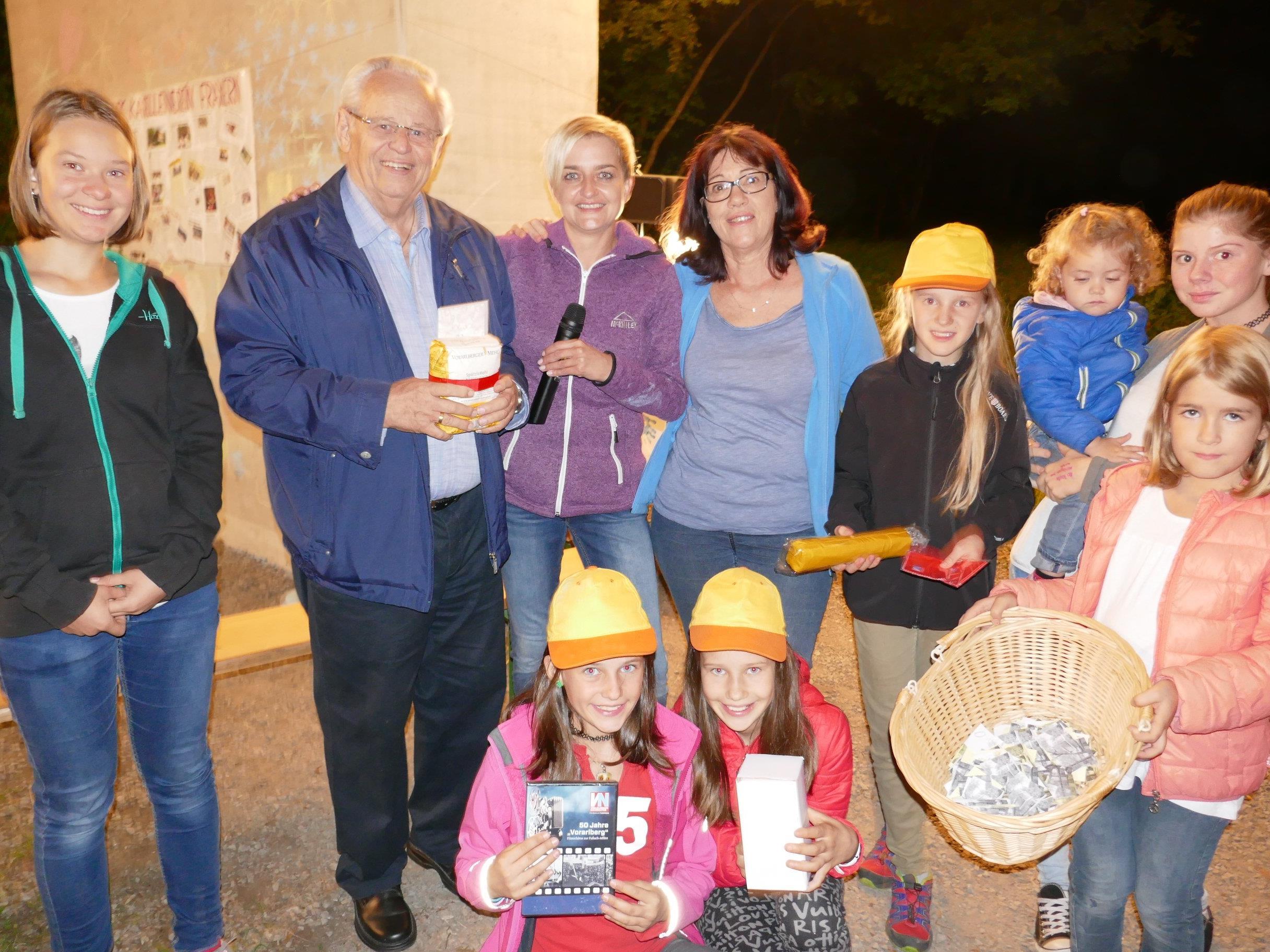 Otto Fend gewann den Hauptpreis bei der Tombola zum 10-Jahr-Jubiläum des Kapellenvereins Fraxern.