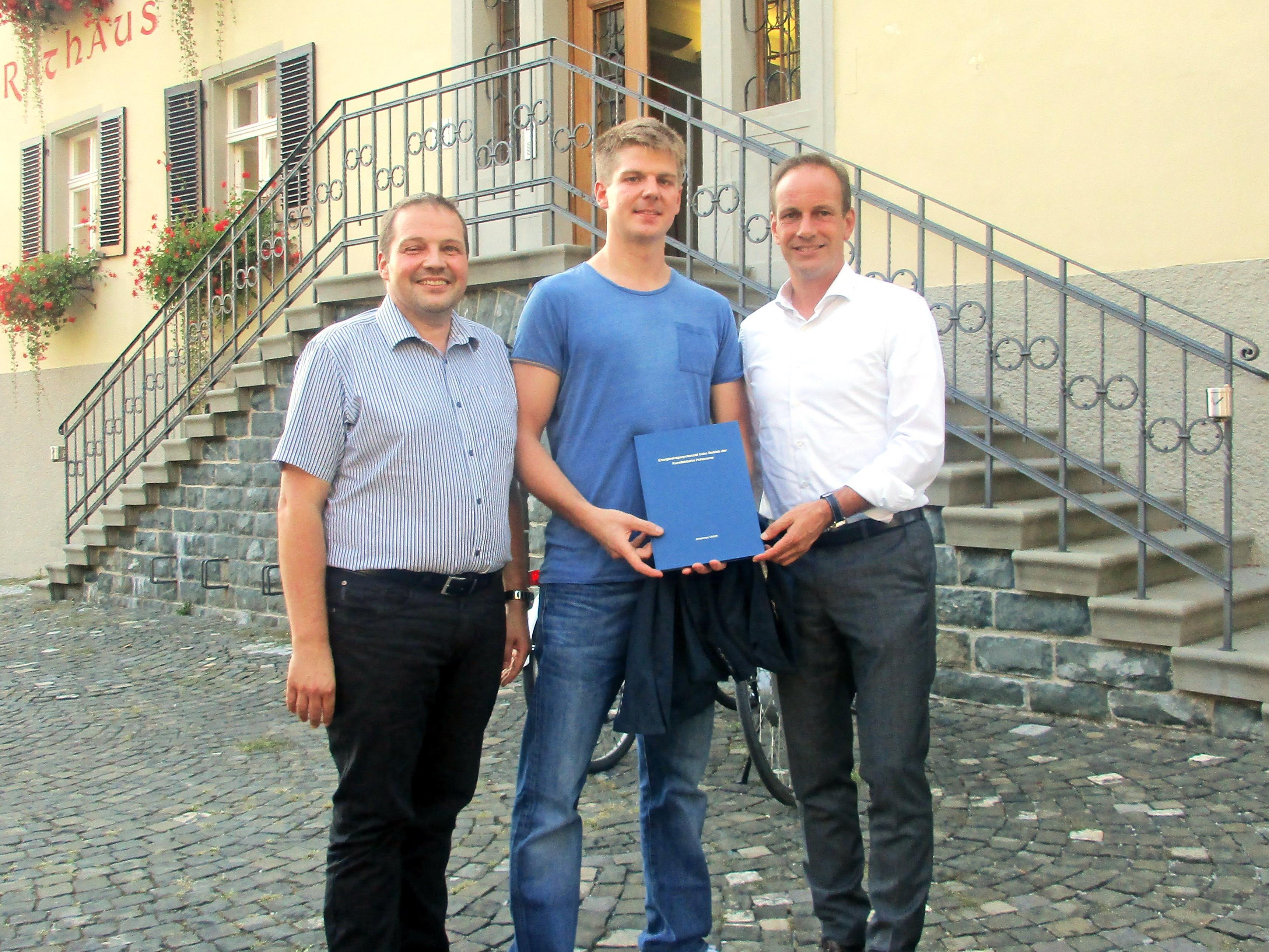 v. l. Umweltstadtrat Günter Mathis, Johannes Ulrich, Bürgermeister Dieter Egger