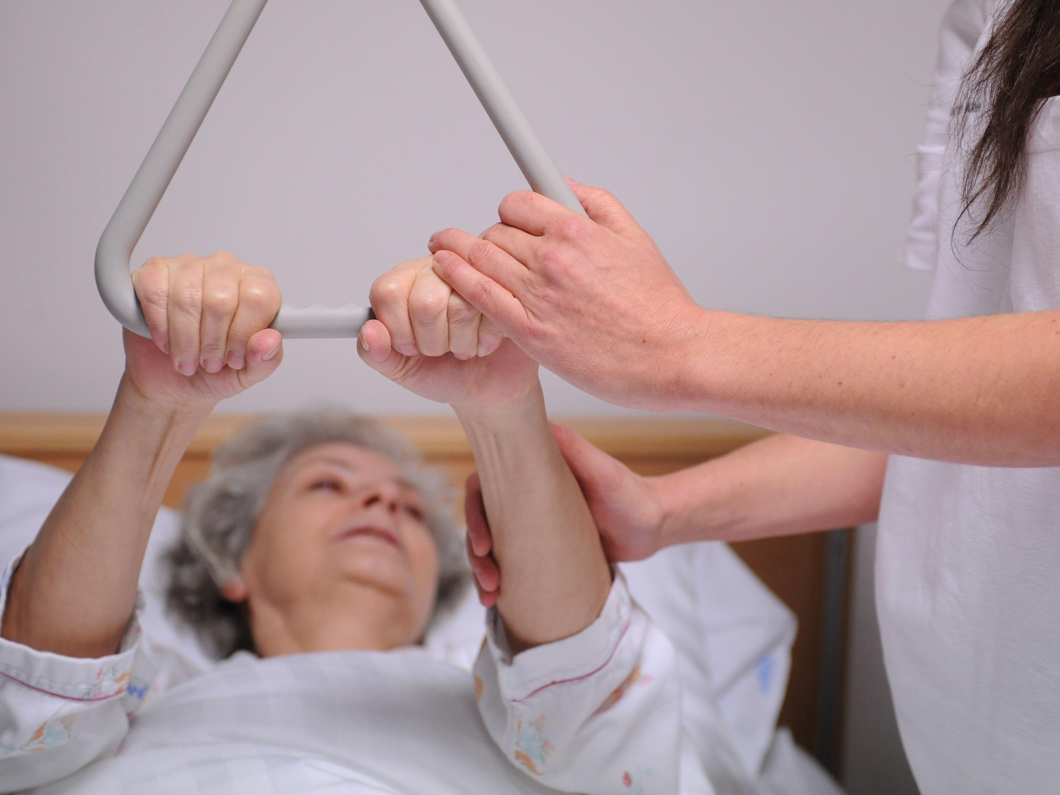 Der Verein für Konsumenteninformation rät Vorarlbergern davon ab, eine private Pflegeversicherung abzuschließen.