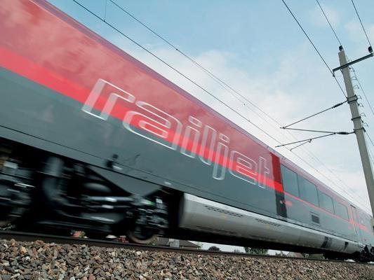Mit dem neuen Fahrplan, der ab Dezember gelten wird, fäht in Zukunft stündlich ein Railjet aus Ostösterreich nach Vorarlberg.