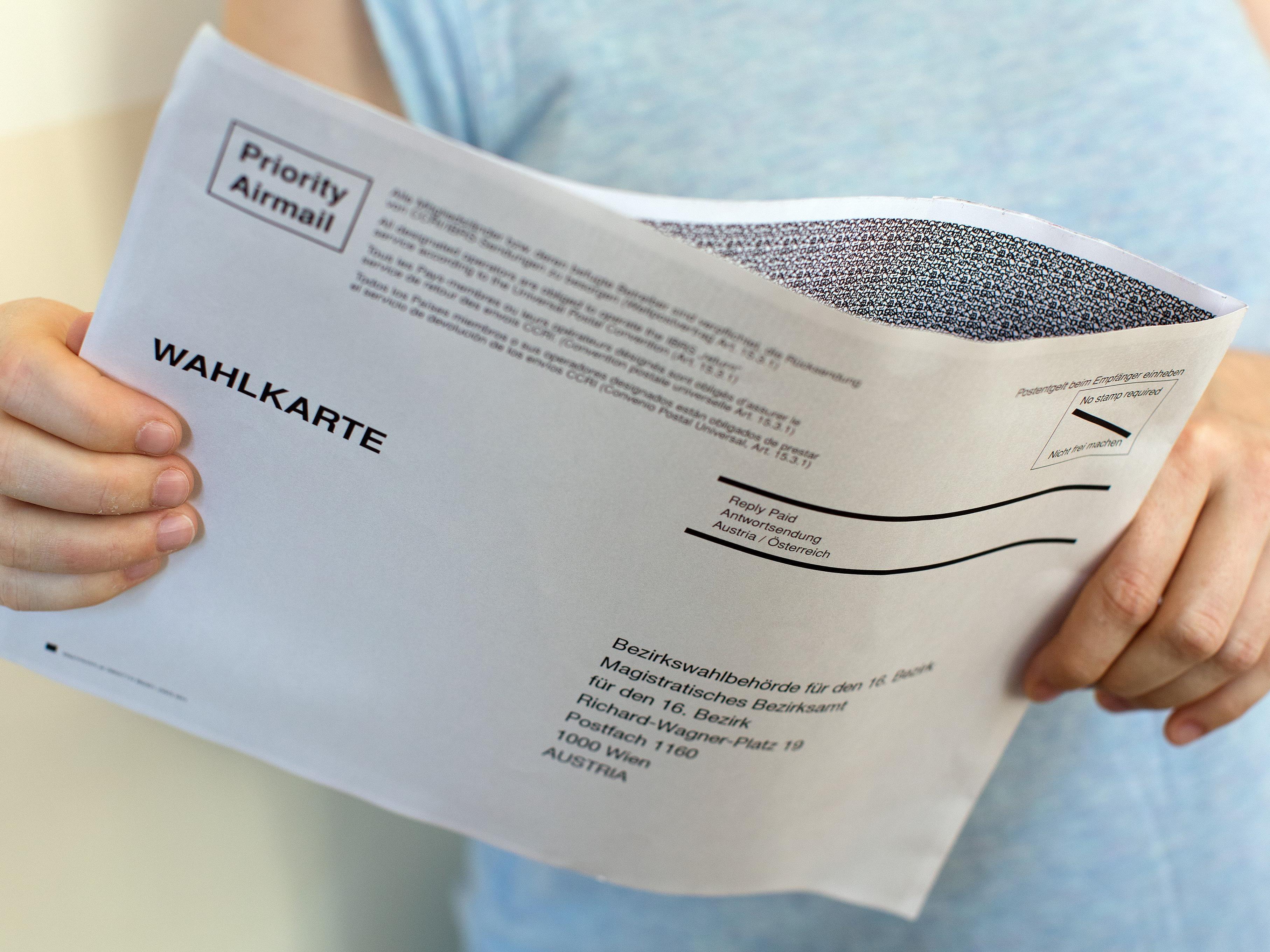 SPÖ, Grüne und NEOS in Vorarlberg begrüßen die Verschiebung der Wiederholung der Bundespräsidentenstichwahl, auch wenn ein fahler Beigeschmack und Ungereimtheiten bleiben.