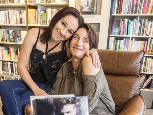 WANN & WO sprach mit den Autorinnen Kera Jung und Christine Troy.