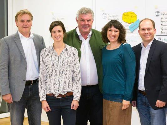 v.l.n.r.: Georg Bucher (Bürgermeister Bürs), Ulrike Dirnbauer (GF Stadtmarketing Bludenz), Mandi Katzenmayer (Bürgermeister Bludenz), Kerstin Biedermann-Smith (GF Alpenregion Bludenz Tourismus), Peter Neier (Bürgermeister Nüziders).