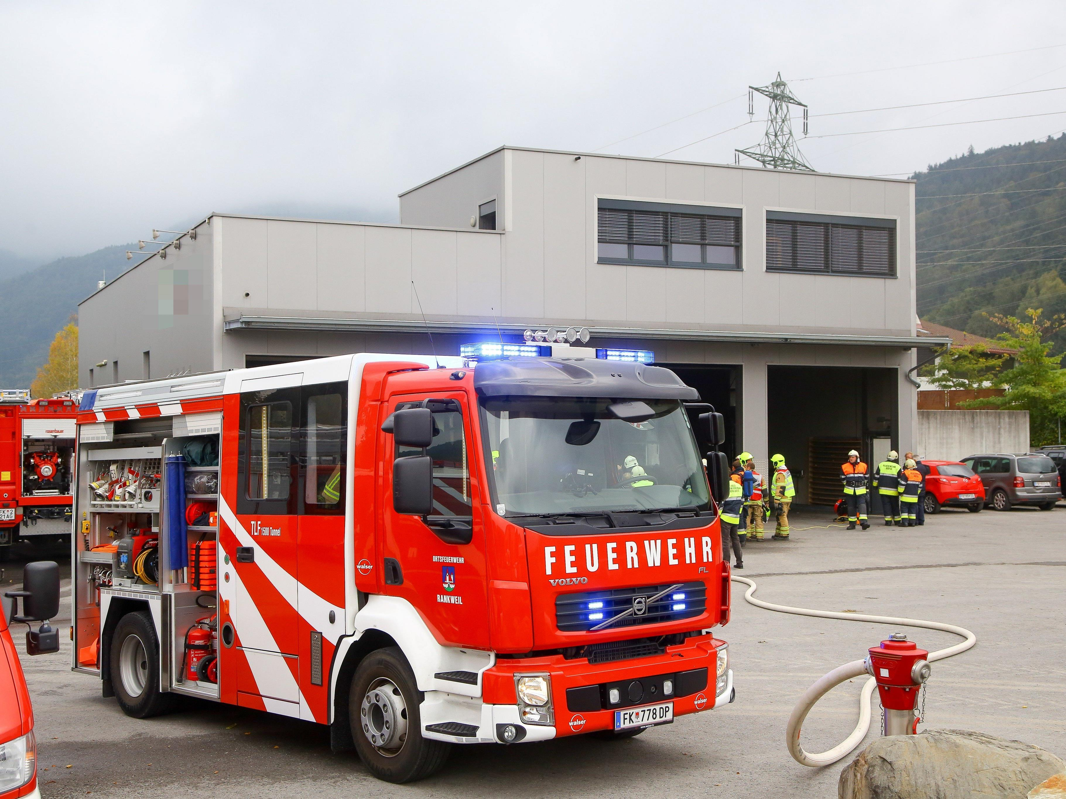 Die Verpuffung beschädigte auch das Firmengebäude.