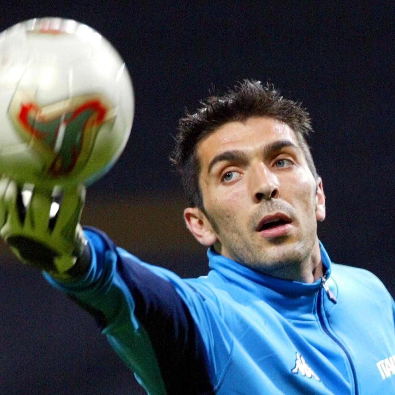 Der Torhüter Buffon absolvierte Ehrenrunde in Unterhosen.