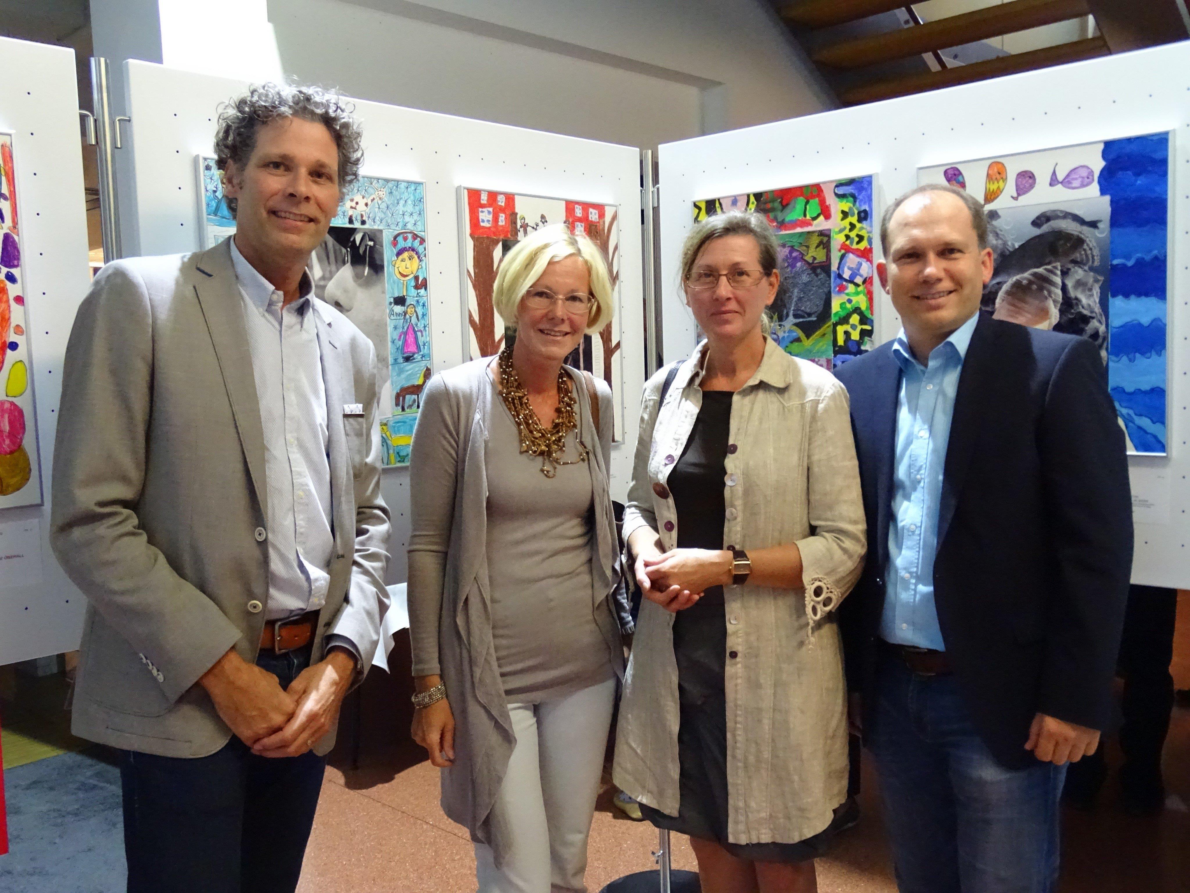 Waren begeistert von den kreativen Ideen: Fotoklub-Obmann Roland Huffnagel, Wilka Müller, Olga Friesenecker und BM Peter Neier (v.l.).