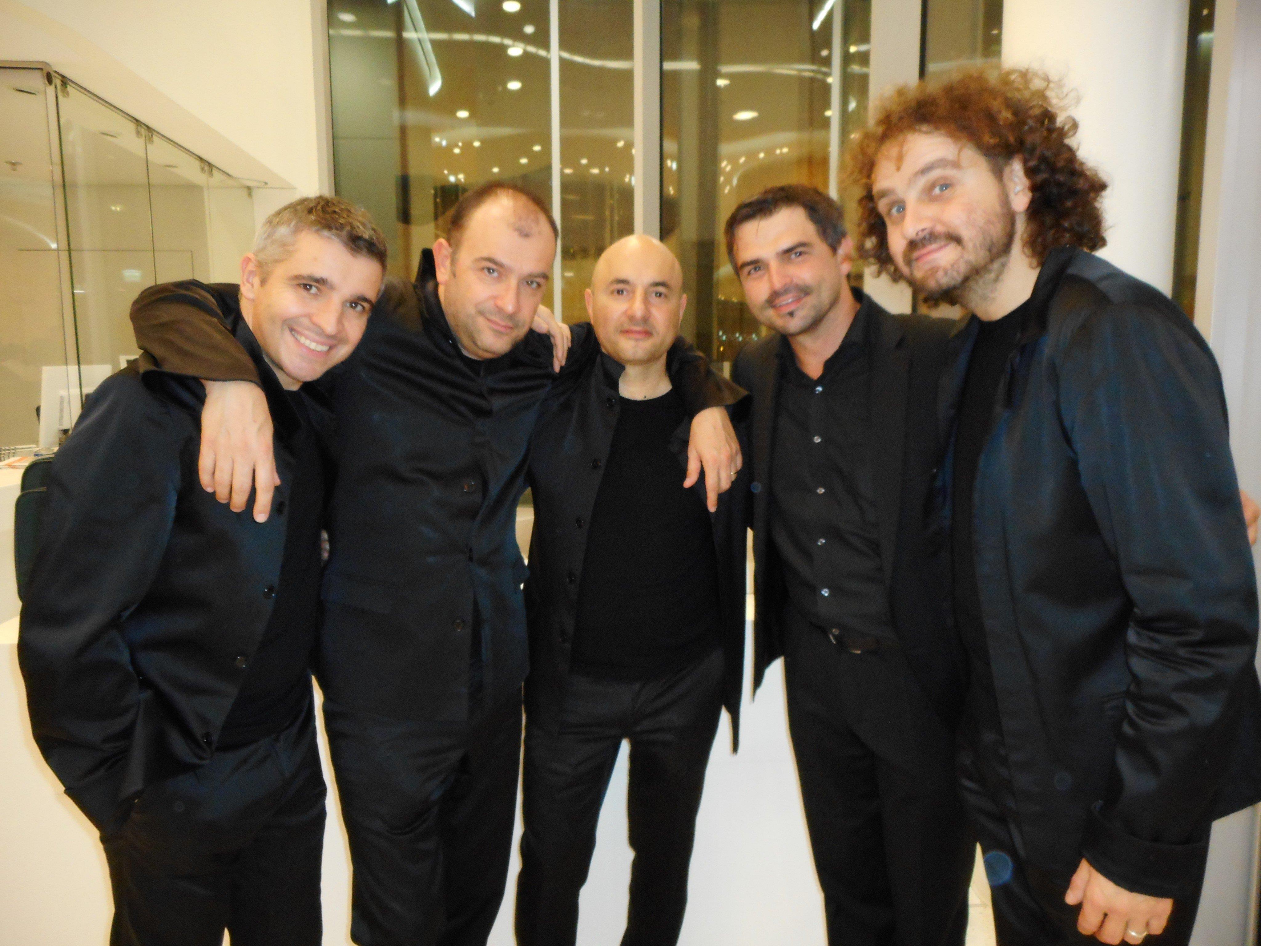 4/5 des Gomalan Brass Quintetts: Marco Braito, Nilo Caracristi, Gianluca Scipioni und Marco Pierobon mit dem Kapellmeister des MVA, Markus Lins (2. von rechts).